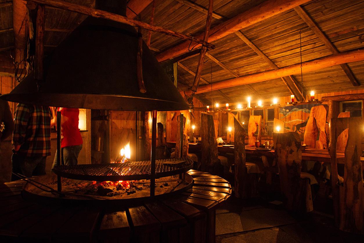 Mit unglaublich viel Liebe zum Detail hat Ulla über Jahre eine Hütte zu seinem Restaurant ausgebaut - alles in Handarbeit