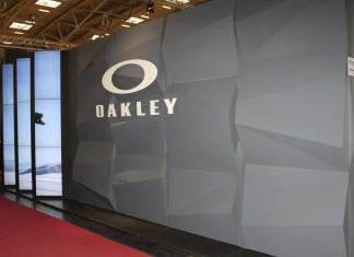 Traditionell gab es beim OAKLEY-Stand von außen wenig zu sehen. Nur für geladene Gäste!