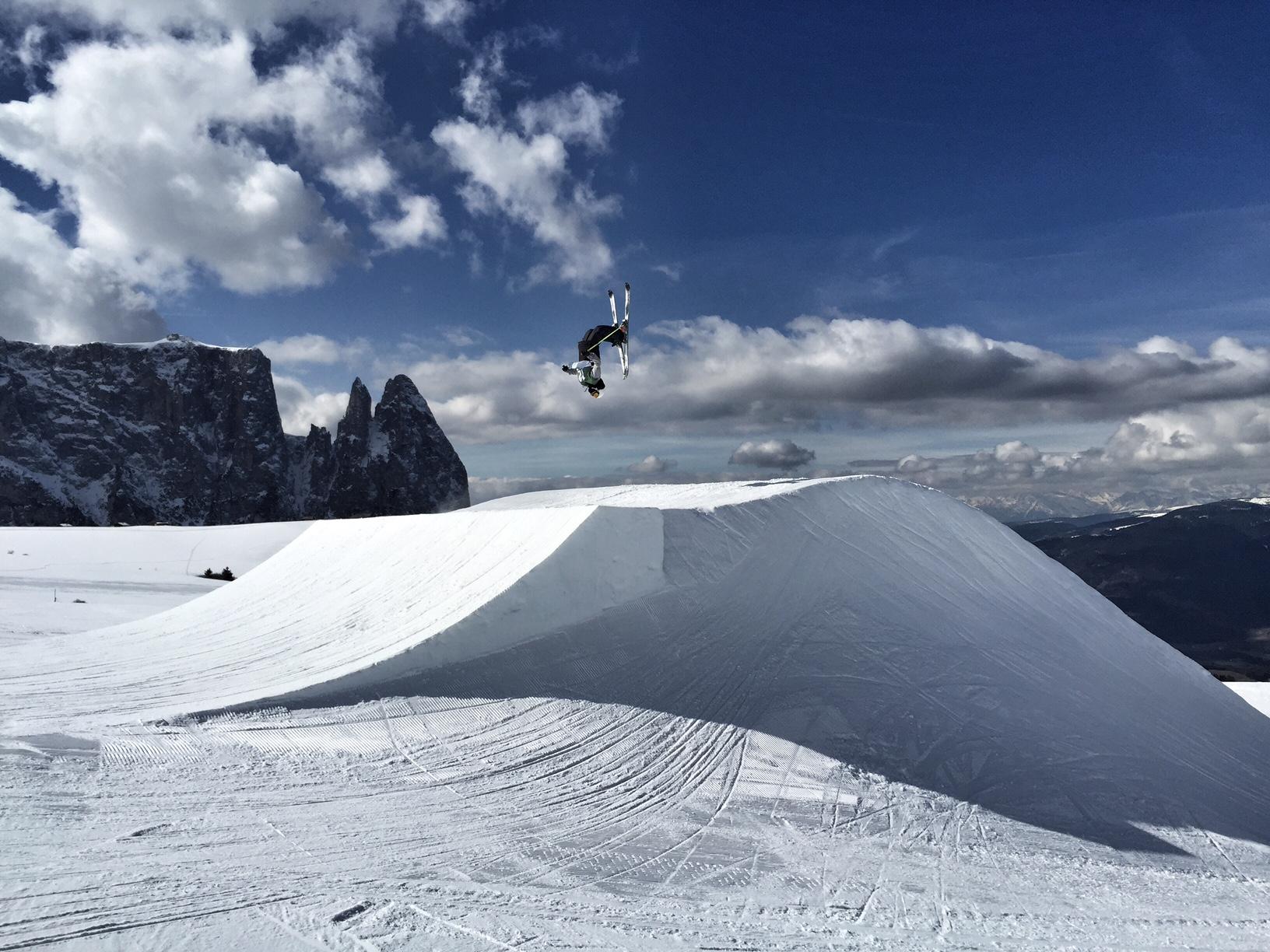 Lukas Schlickenrieder beim Training im Snowpark Seiser Alm: Good ol Backy