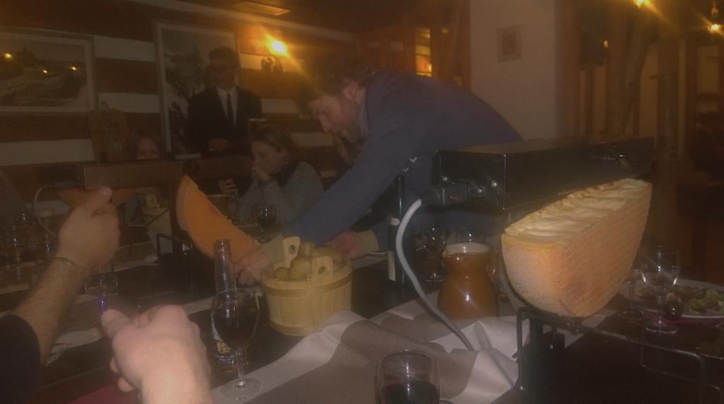 Hier legt der Chef noch selber Hand an. Bei geschmolzenem Käse versteht Monster-Basti keinen Spaß.