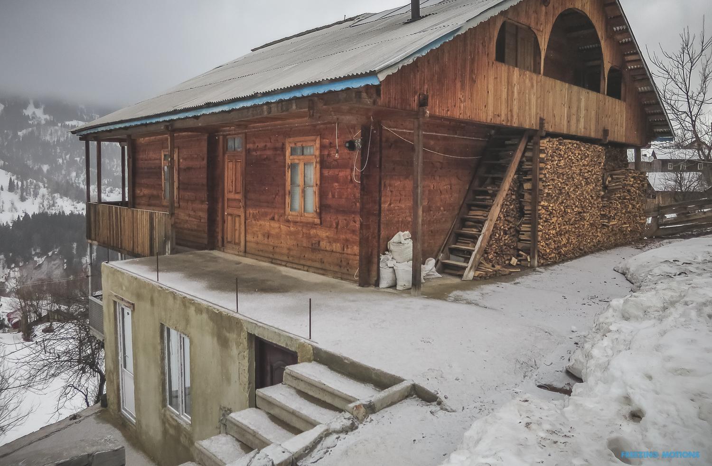 Immerhin die Unterkunft sieht stabil und gemütlich aus - Foto: Klaus Listl