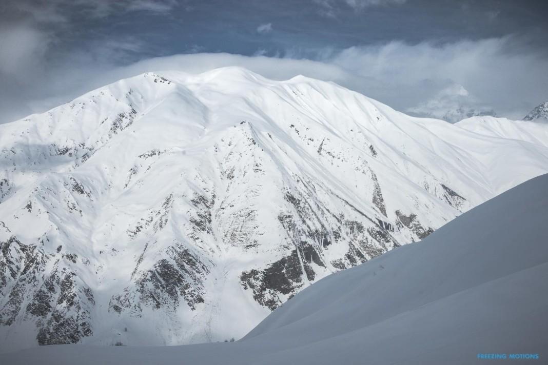 Georgien bietet eine wunderschöne Berglandschaft ... - Foto: Klaus Listl