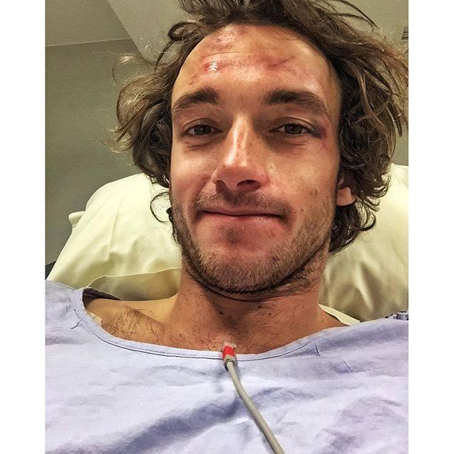 Jules Bonnaire gibt auf seiner Facebook-Seite offiziell Entwarnung. Außer ein paar Schrammen hat er seinen Horror-Crash so gut wie heil überstanden. Tough guy!