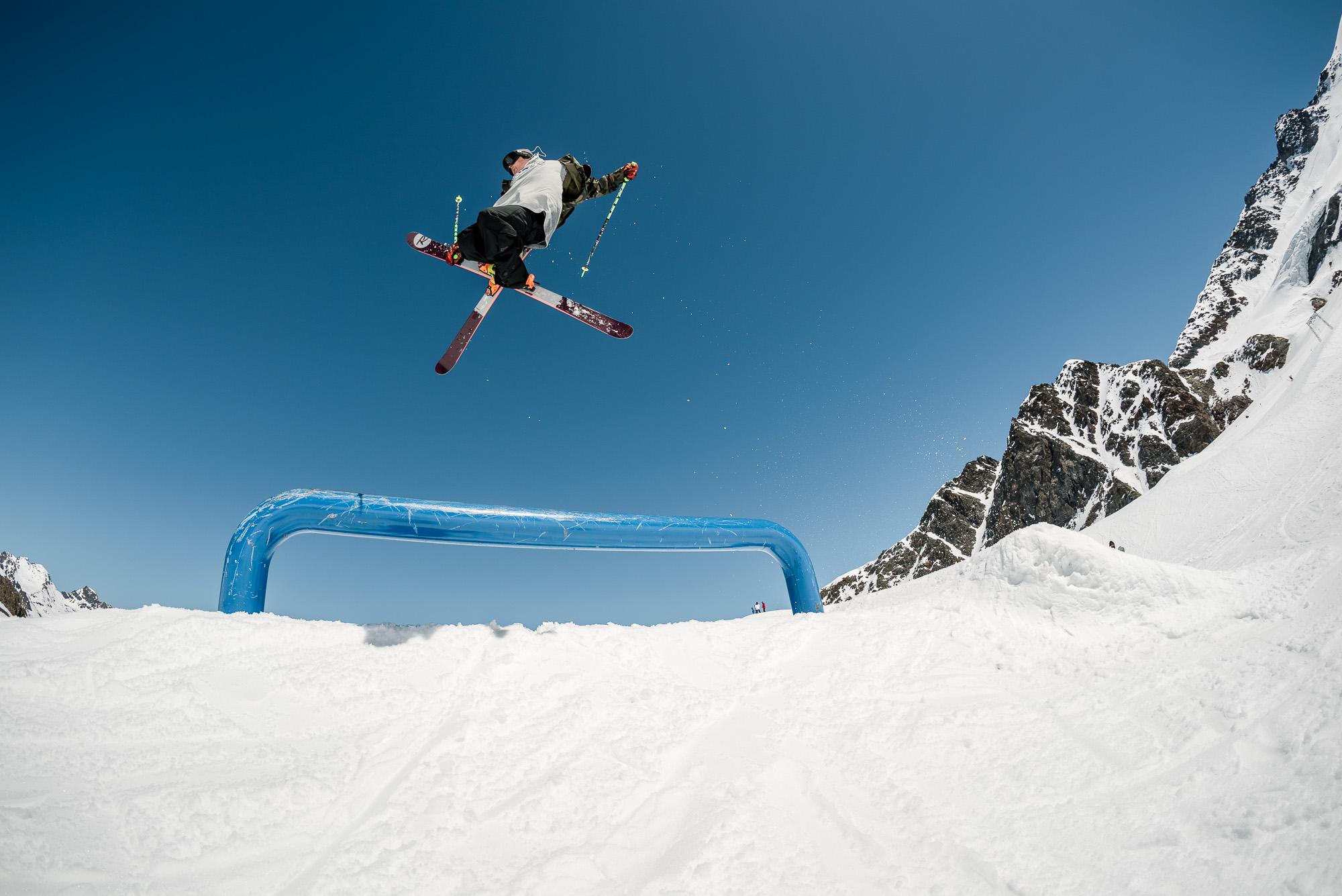 Schöööööööön den Ski bis zum geht nicht mehr getweaked, so wollen wir das sehen!