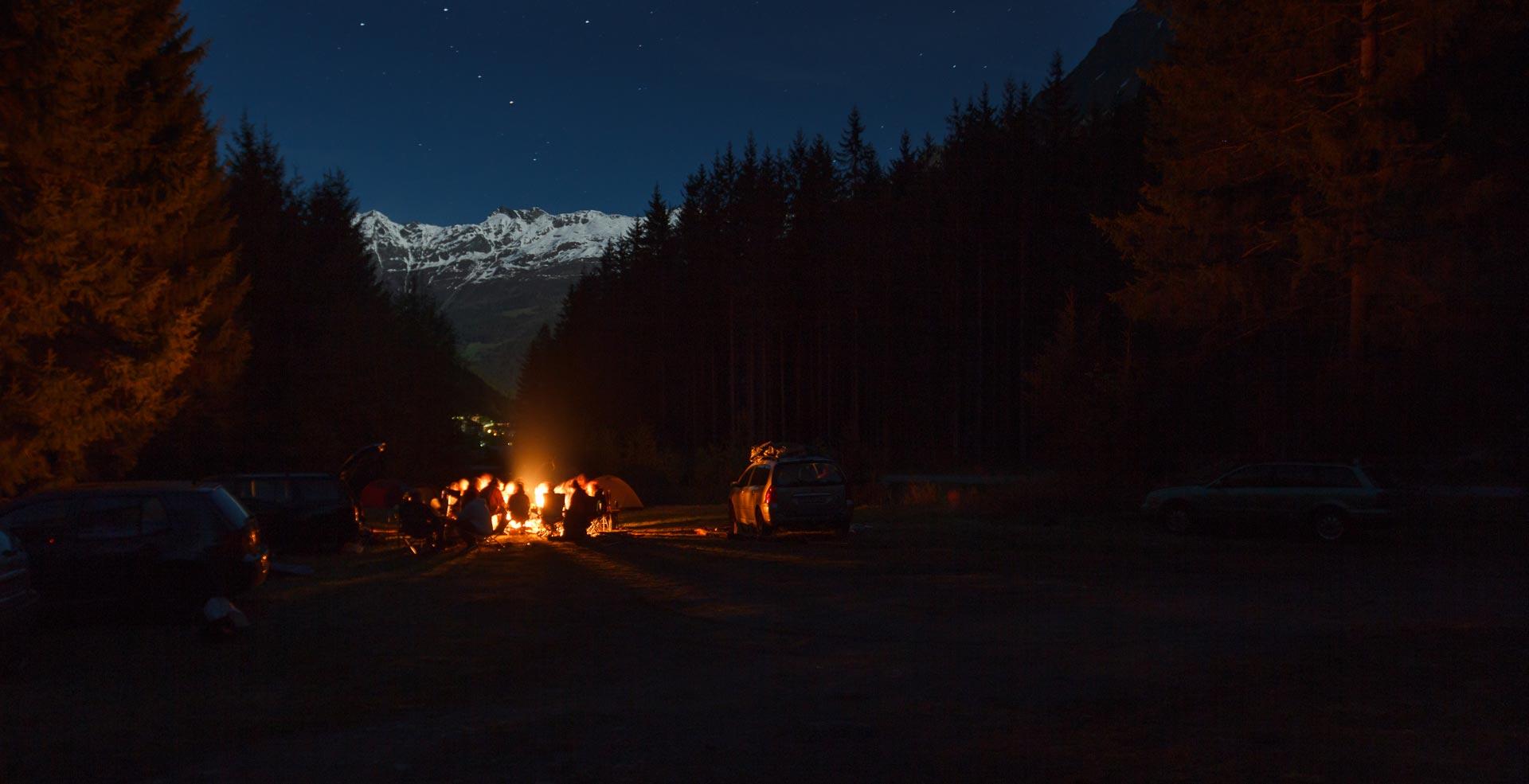 Zum Abschluss des Tages wurde dann ganz gemütlich am Feuer gegrillt, gecamped und auf diesen geilen Tag angestoßen!