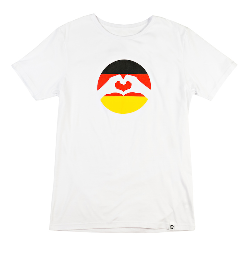 Love Logo DE T-Shirt, € 34,95;