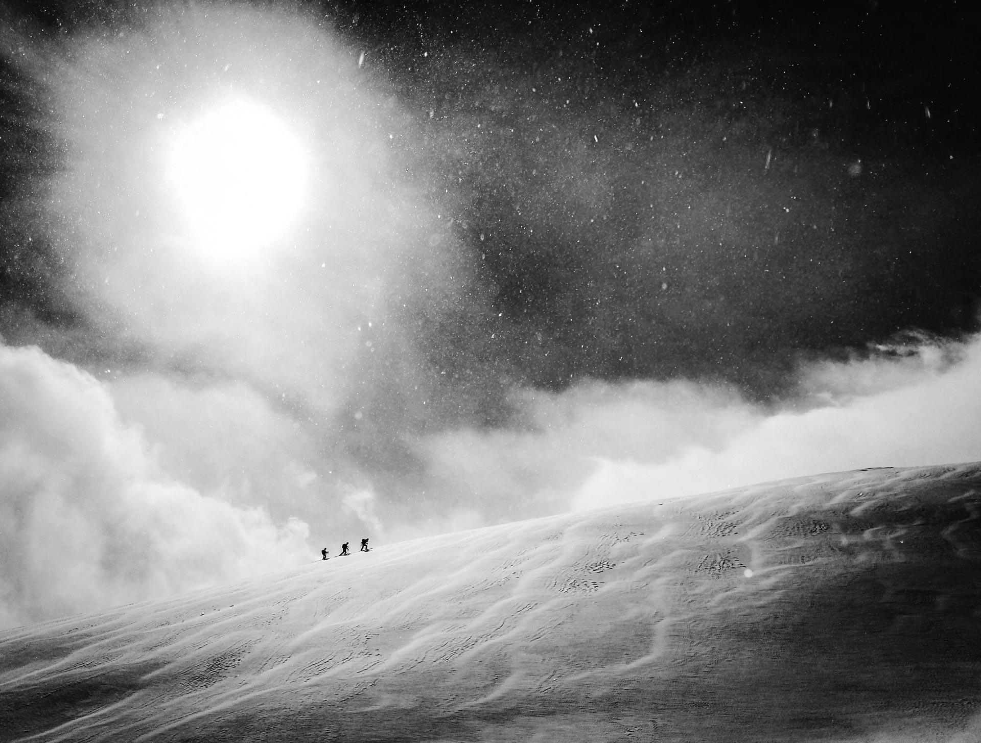 Gewinner in der neuen Kategorie Mobile: Vegard Aasen (Norwegen). Ein Black & White Shot von einer Mountaineering Gruppe in Hakuba (Japan)