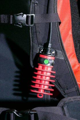 Der knallrote Auslösegriff des Voltair ist stets erreichbar und wird mit einer 180-Grad-Drehung entsichert. Eine gut sichtbare Anzeige signalisiert die Entsicherung.