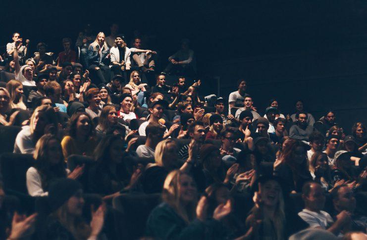 Zwei Kinosäle des Leo Kinos in Innsbruck waren bis auf den letzten Stehplatz gefüllt - beide Vorstellungen waren ausverkauft. Innsbruck hat wie immer Bock auf Neues von der Freeski-Crew.