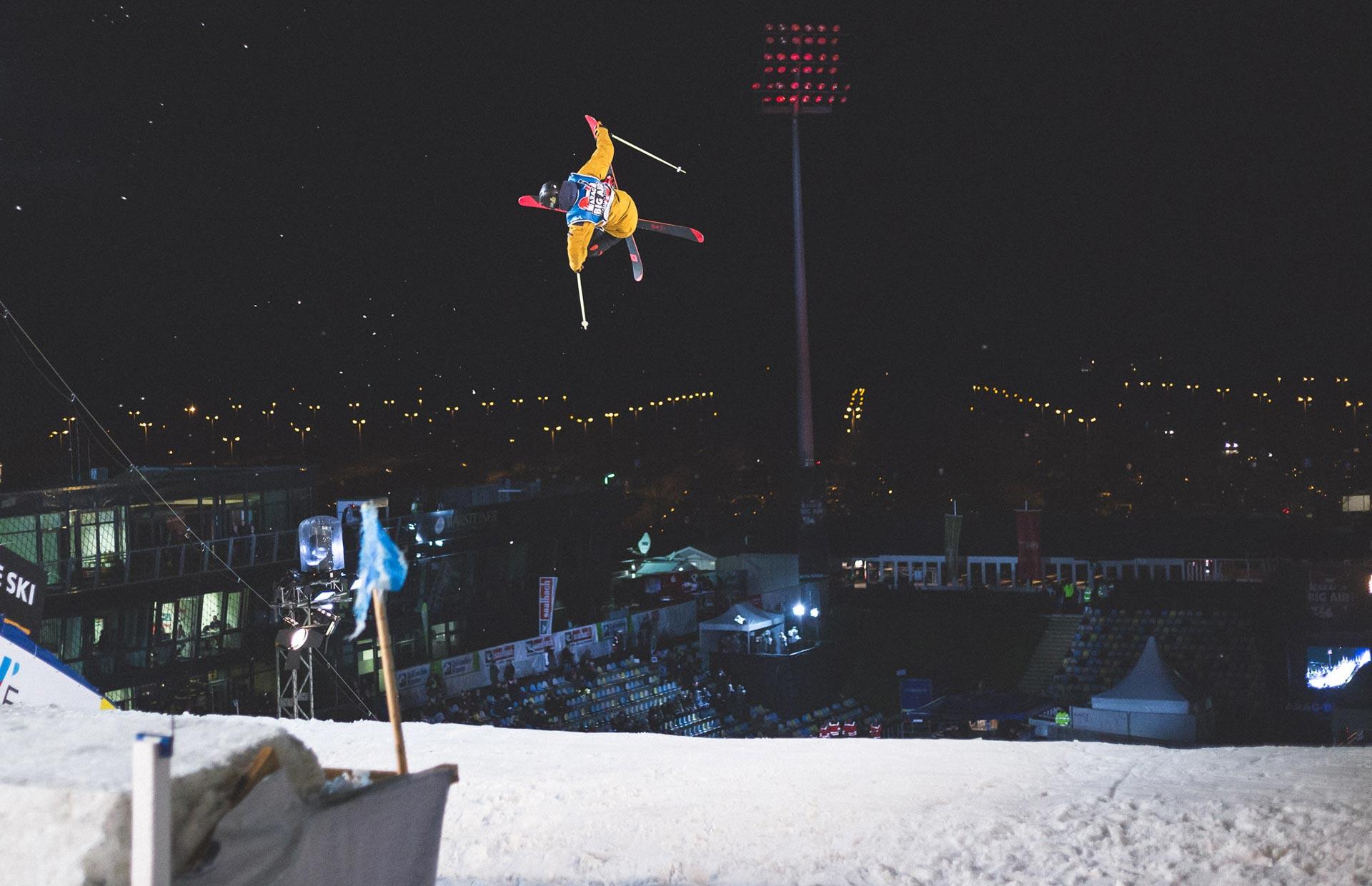 Young Gun Eirik Sateroy bei seinem zweiten Trick im Finale: Switch Dub 10 Tail