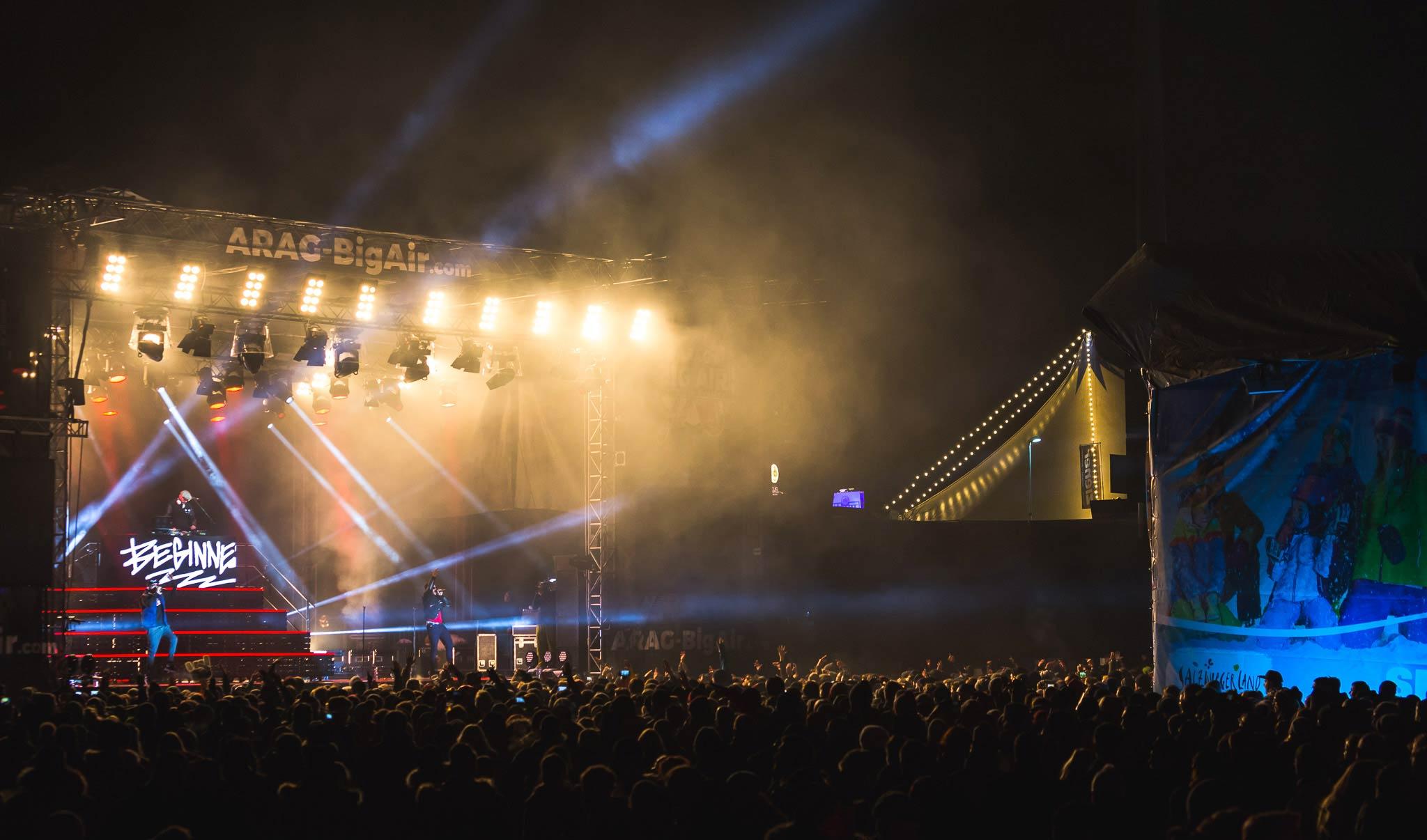 Neben sportlichen Höchstleistungen wurde dem Publikum im Rahmen des Big Air Freestyle Festivals auch beste musikalische Unterhaltung geboten. 2016 waren beispielsweise die Beginner zu Gast in Mönchengladbach.