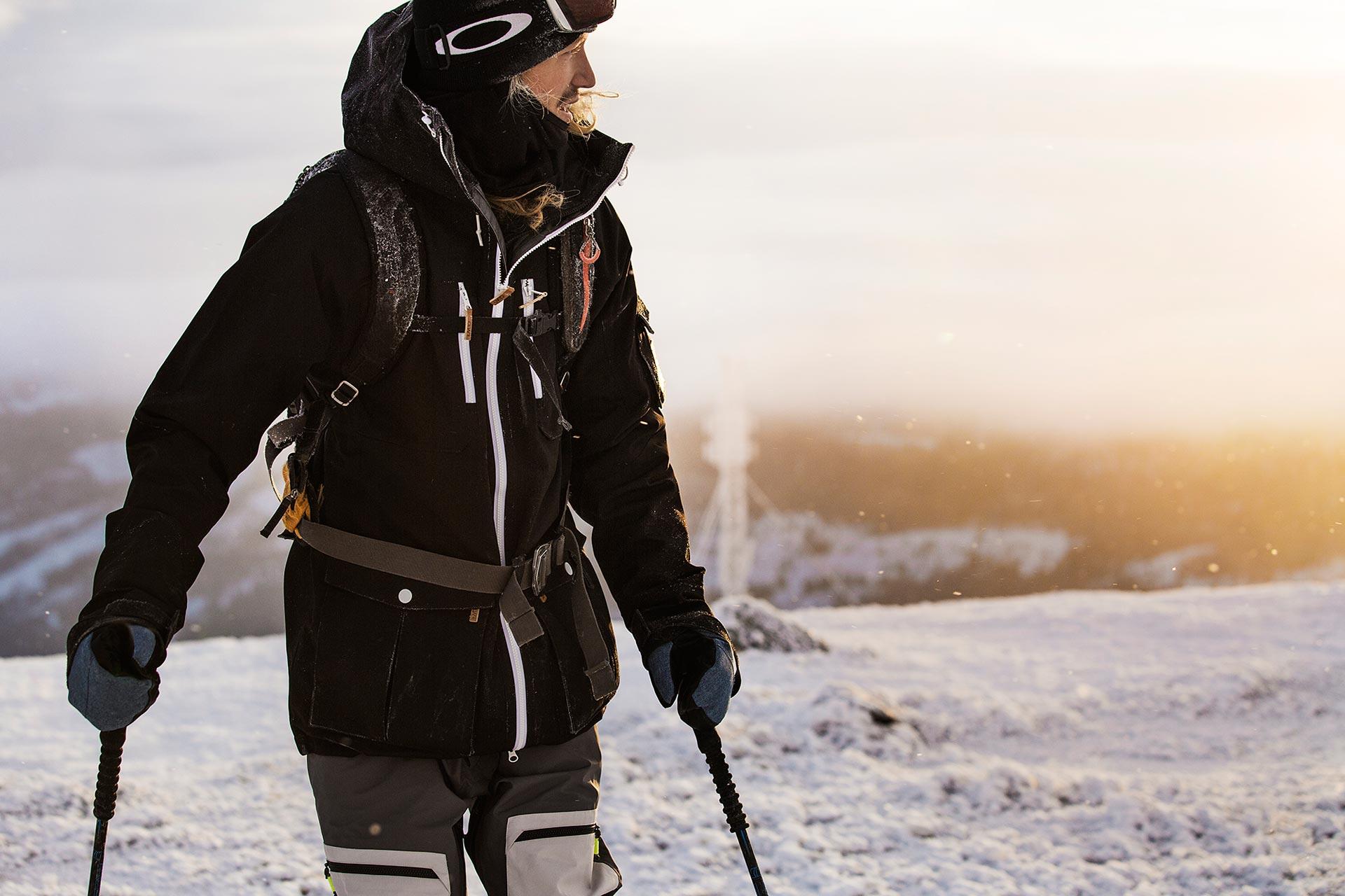 Jacob Wester in seiner neuen Outerwear von Colour Wear