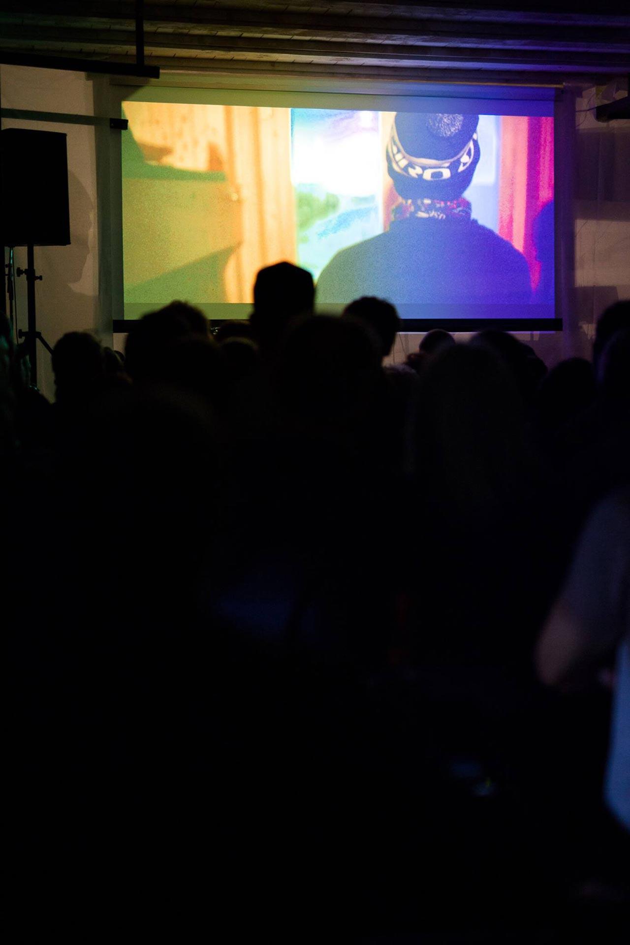 """""""Riding Rhythms"""" Erstaufführung in Ilanz bei der die Musik Live von Electric Sun eingespielt wurde!"""
