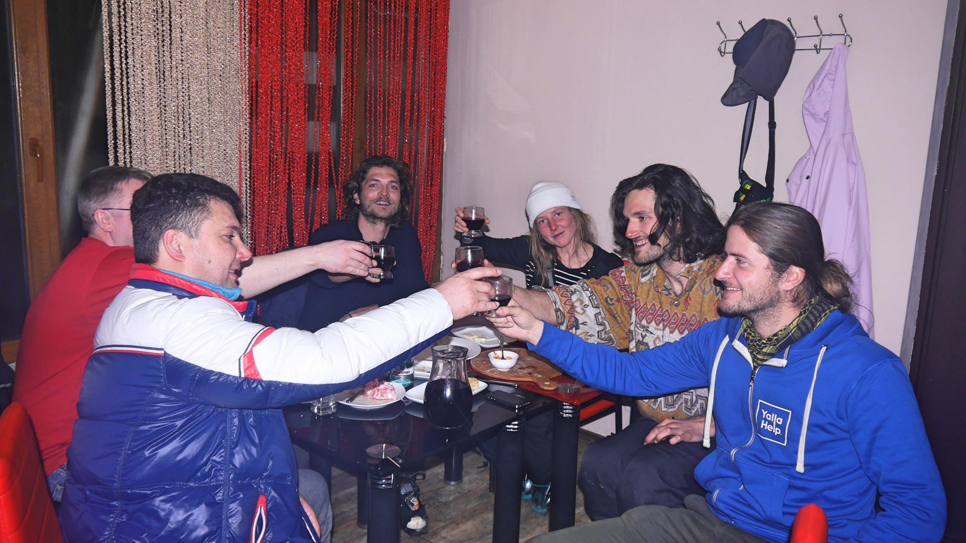 Russisches Trinkfest in Georgien
