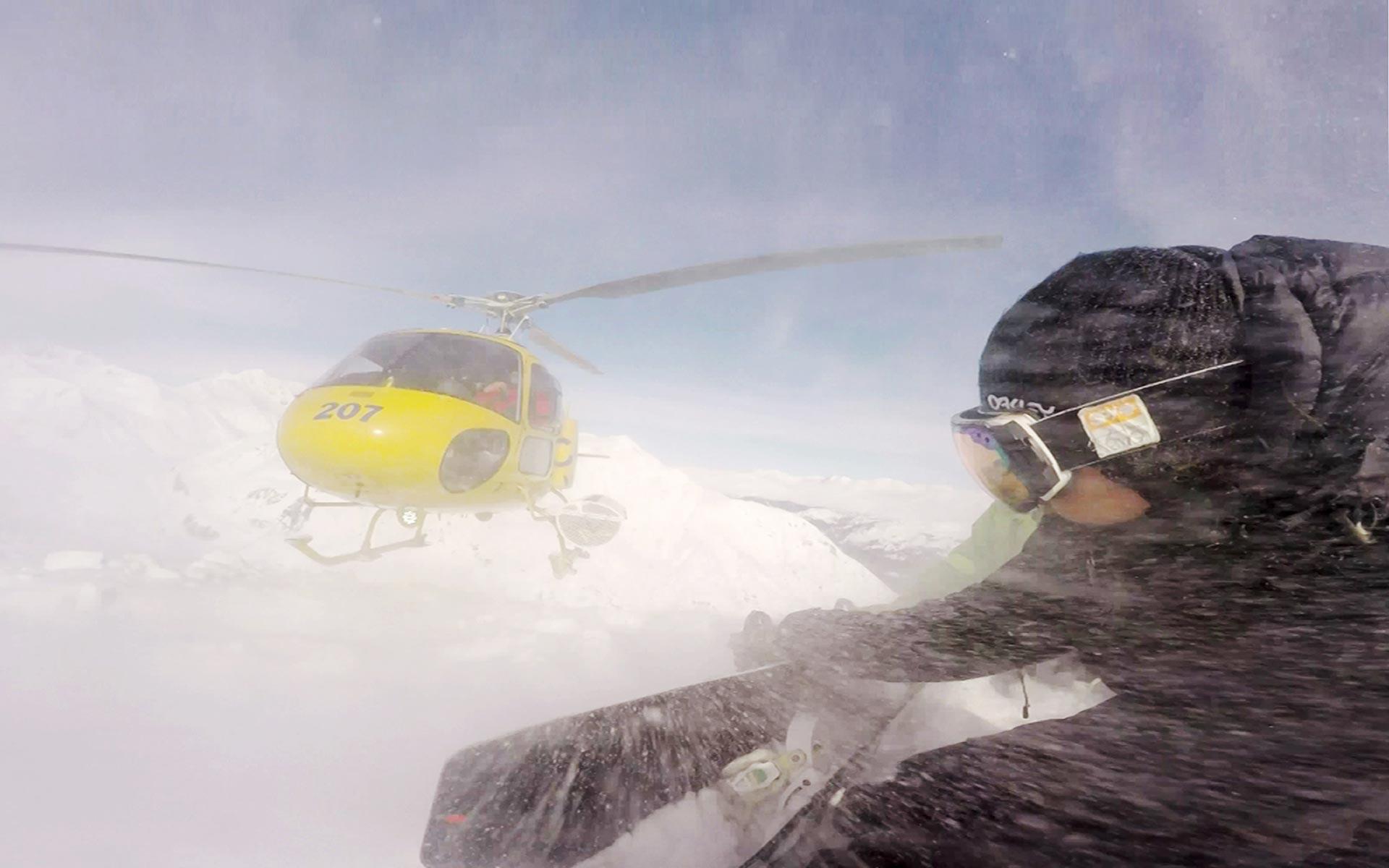 Es ist nicht immer gemütlich mit dem Heli auf den Gipfel zu fliegen.