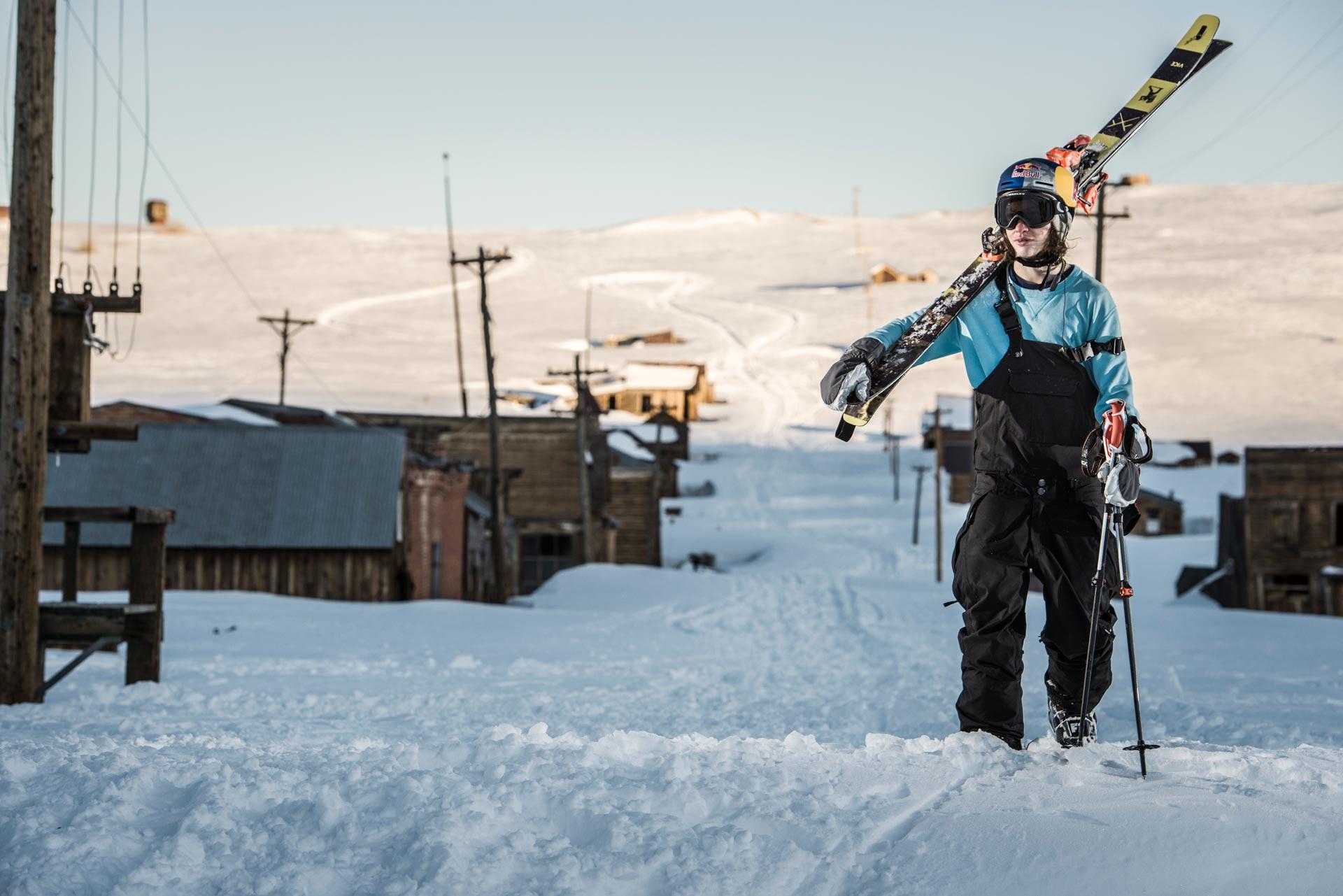 Erst durch die massiven Schneefälle an der Westküste in diesem Winter wurde es für Cody LaPlante möglich die Geisterstadt zu shredden - Foto: Red Bull Content Pool