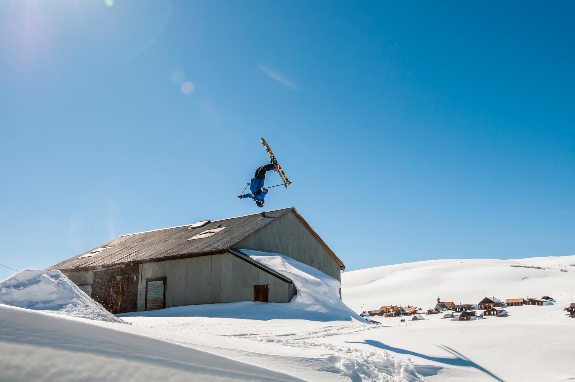 Cody mit dem Backy in der Geisterstadt - Foto: Red Bull Content Pool