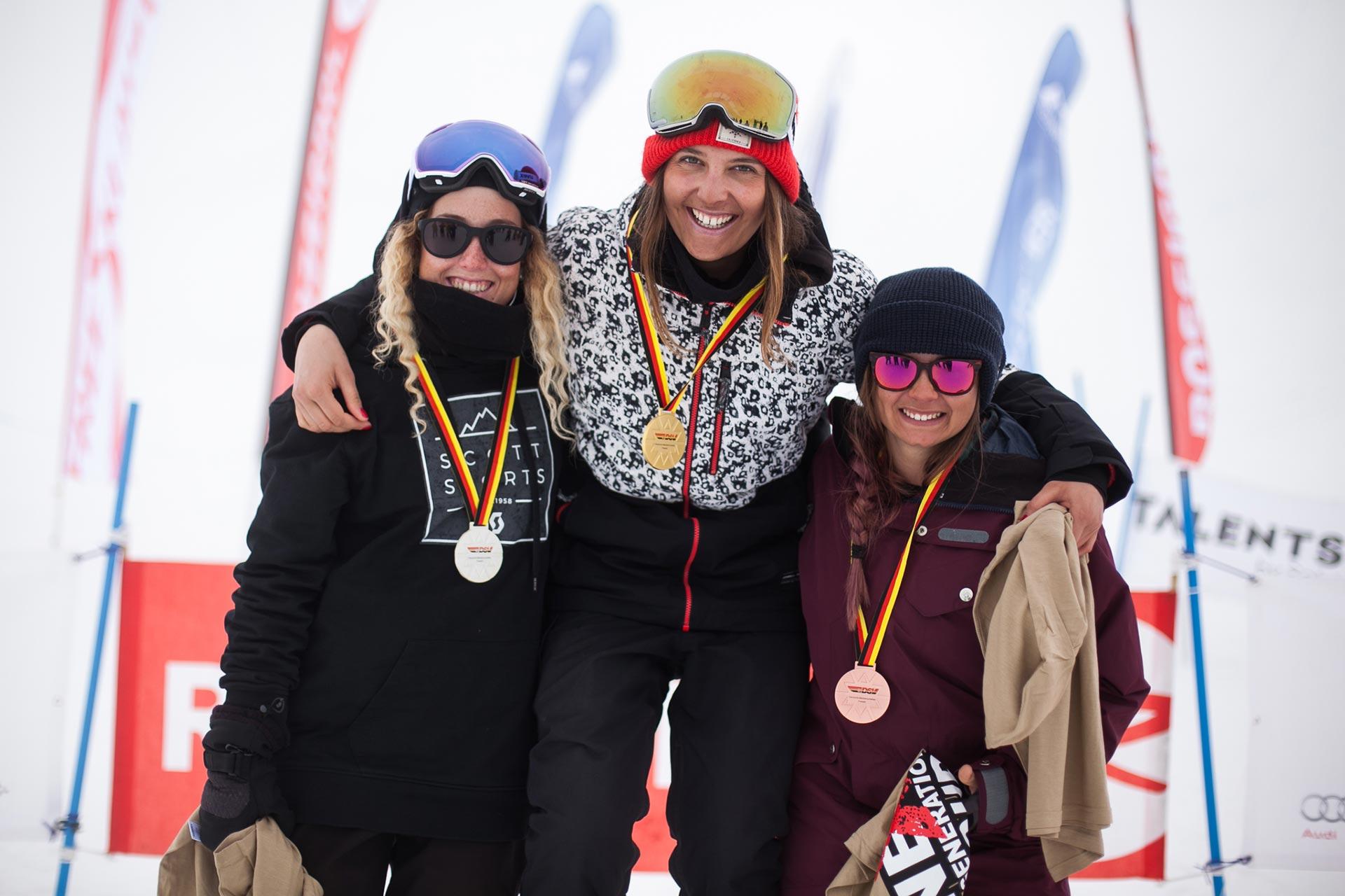 Die drei besten Ladies beim Halfpipe Contest der Deutschen Meisterschaft 2017: Nina Schlickenrieder, Sabrina Cakmakli und Maja Wolf (v.l.n.r.)