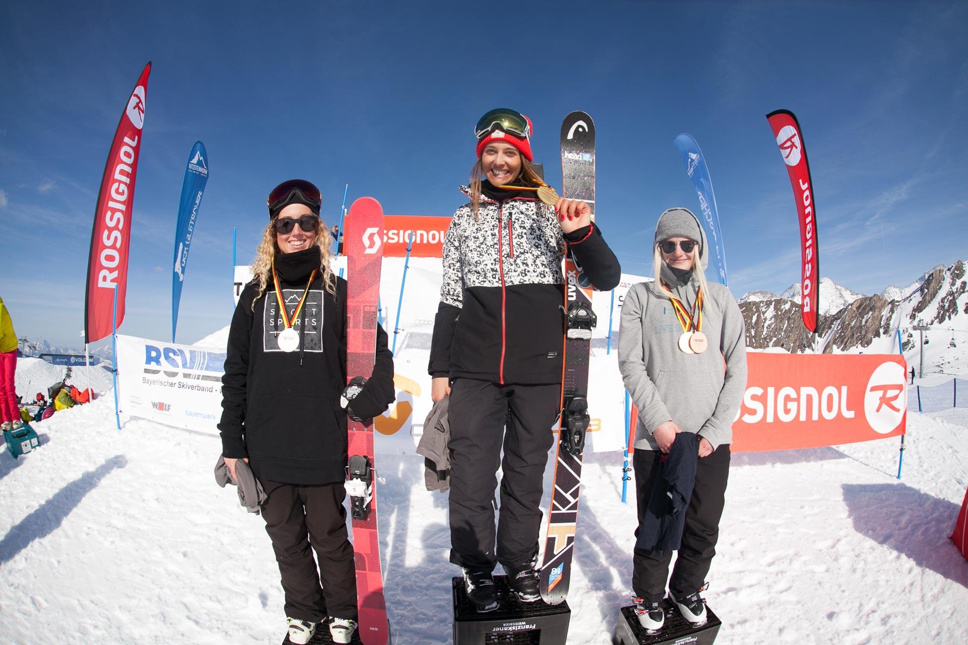 Die drei besten Slopesytyle Frauen bei der deutschen Meisterschaft am Kitzsteinhorn: Nina Schlickenrider, Sabrina Cakmakli und Anja Swoboda (v.l.n.r.)