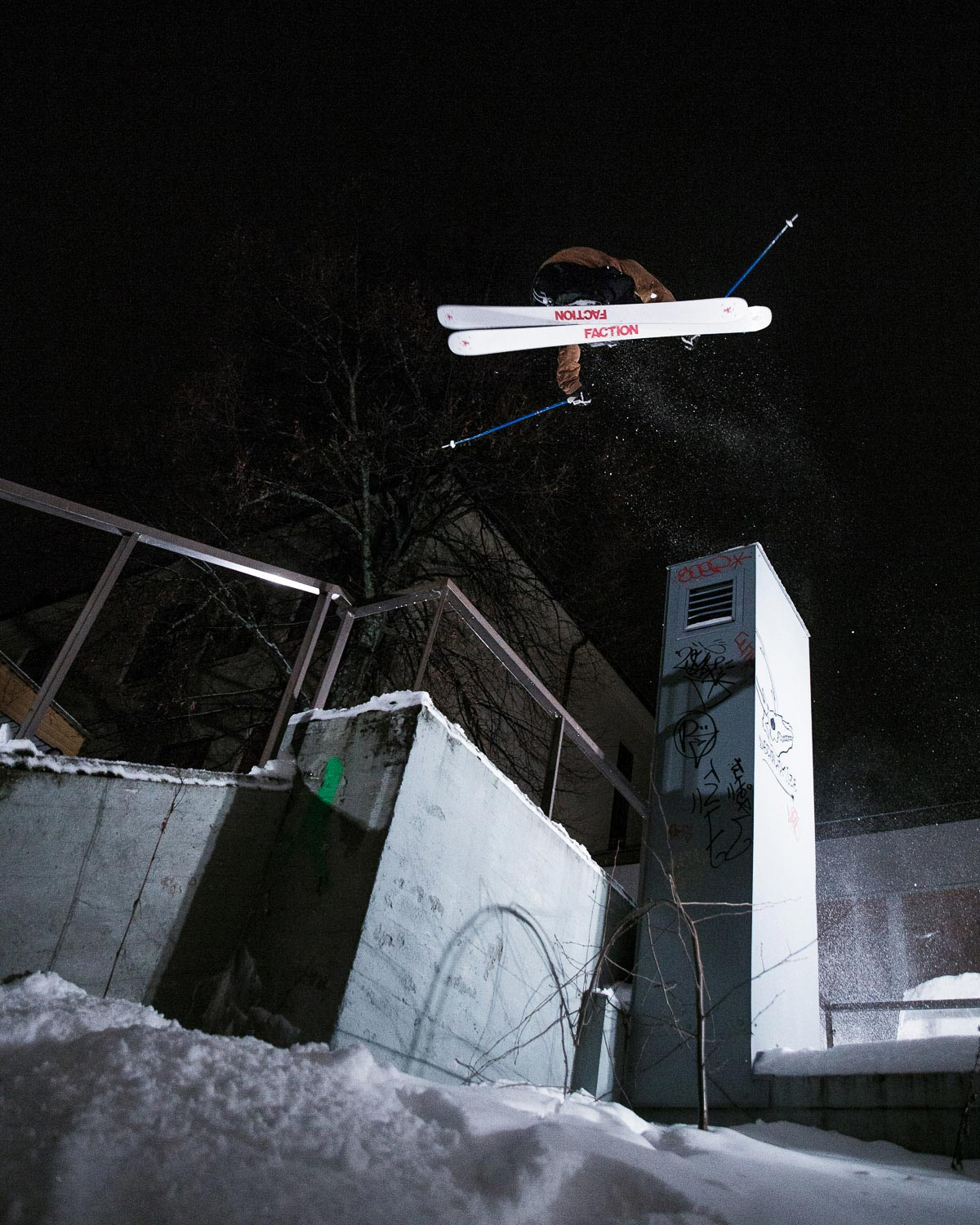 Rider: Alex Hall - Foto: Faction Skis