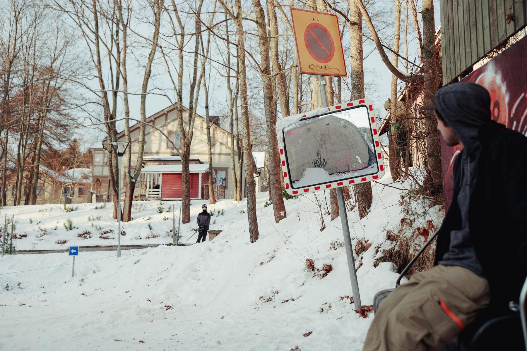Daniel Hanka wartet auf den Dropin bzw. die Winch - Foto: Faction Skis