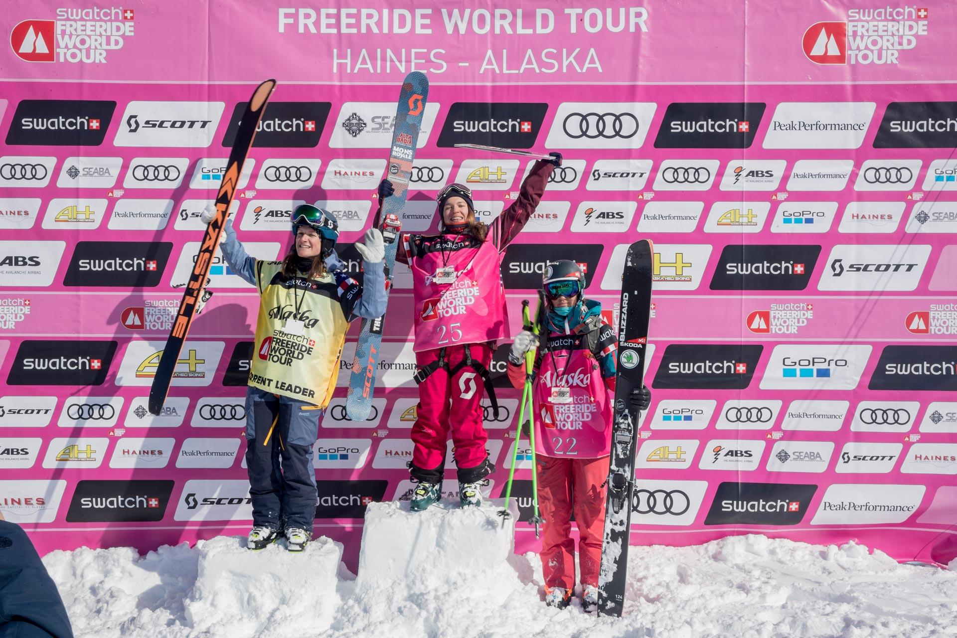 Die Top 3 Frauen der FWT in Alaska: Lorraine Huber, Arianna Tricomi und Eva Walkner - Foto: J. Bernard / freerideworldtour.com