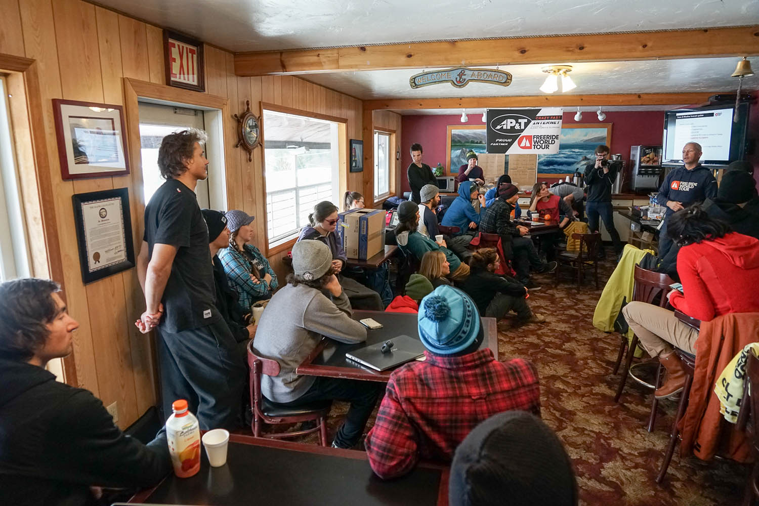 Rider's Meeting im Hotel Captain's Choice in Haines