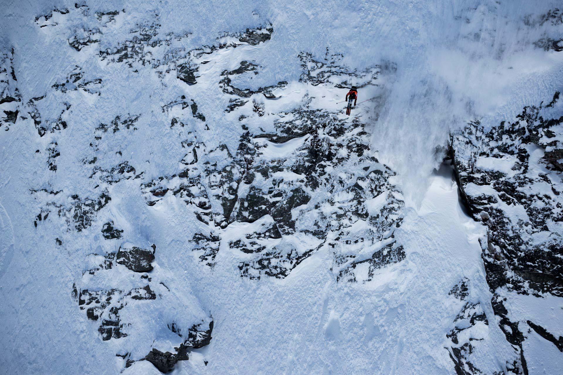 Die Rider droppten einige richtig heftige Cliffs - Foto: J. Bernard