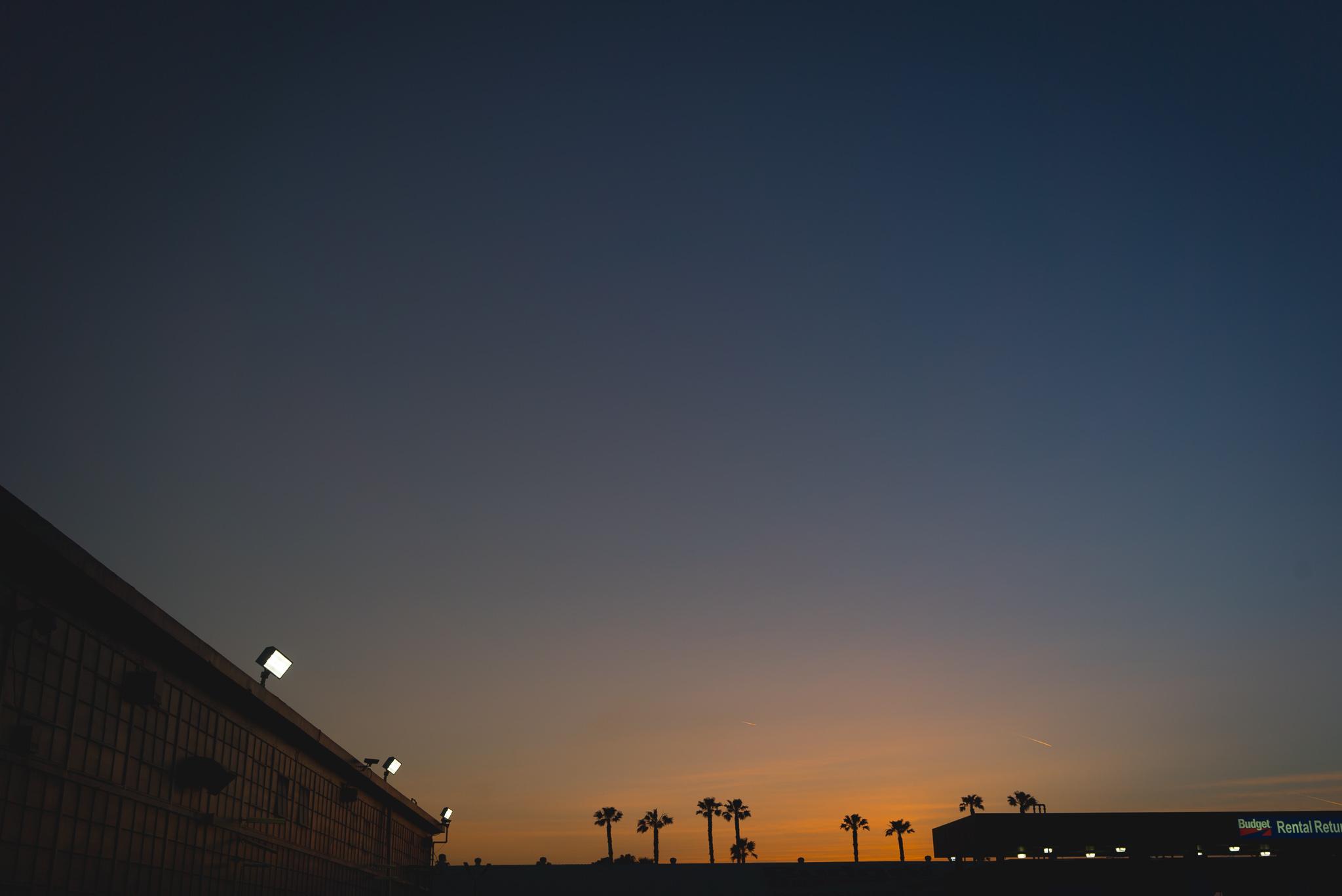 Während Sebi sich mit der Empfangsdame der Autovermietung rumschlug, konnte ich den ersten kalifornischen Sonnenuntergang genießen.