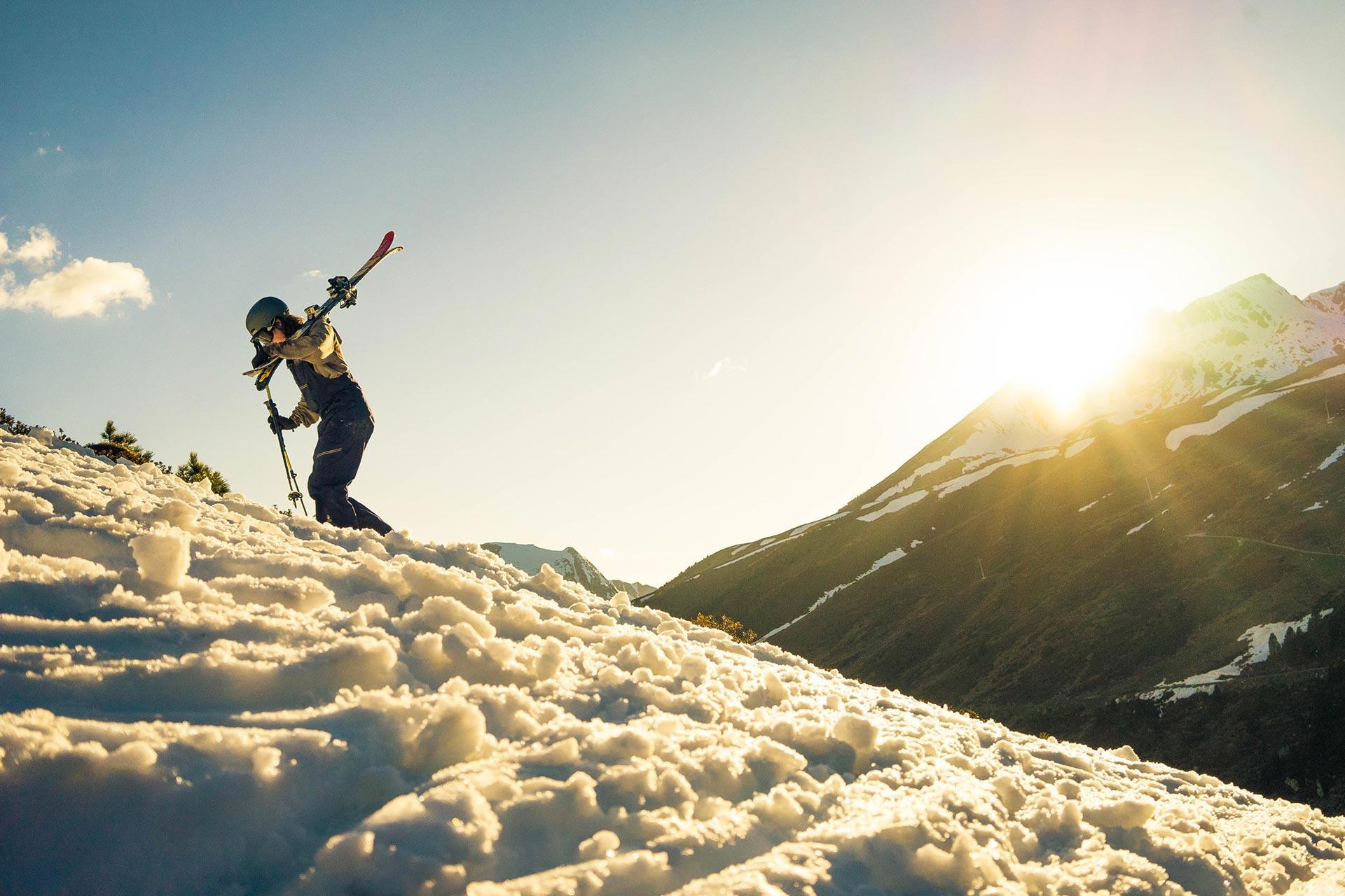 Backcountry Kicker fahren heißt eben auch: Hiken. Foto: Pius Schneider