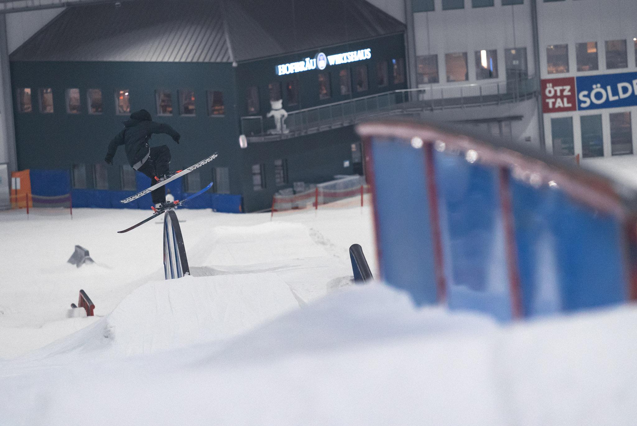 Torge Nagel am Rainbow Rail im Snowpark Bispingen