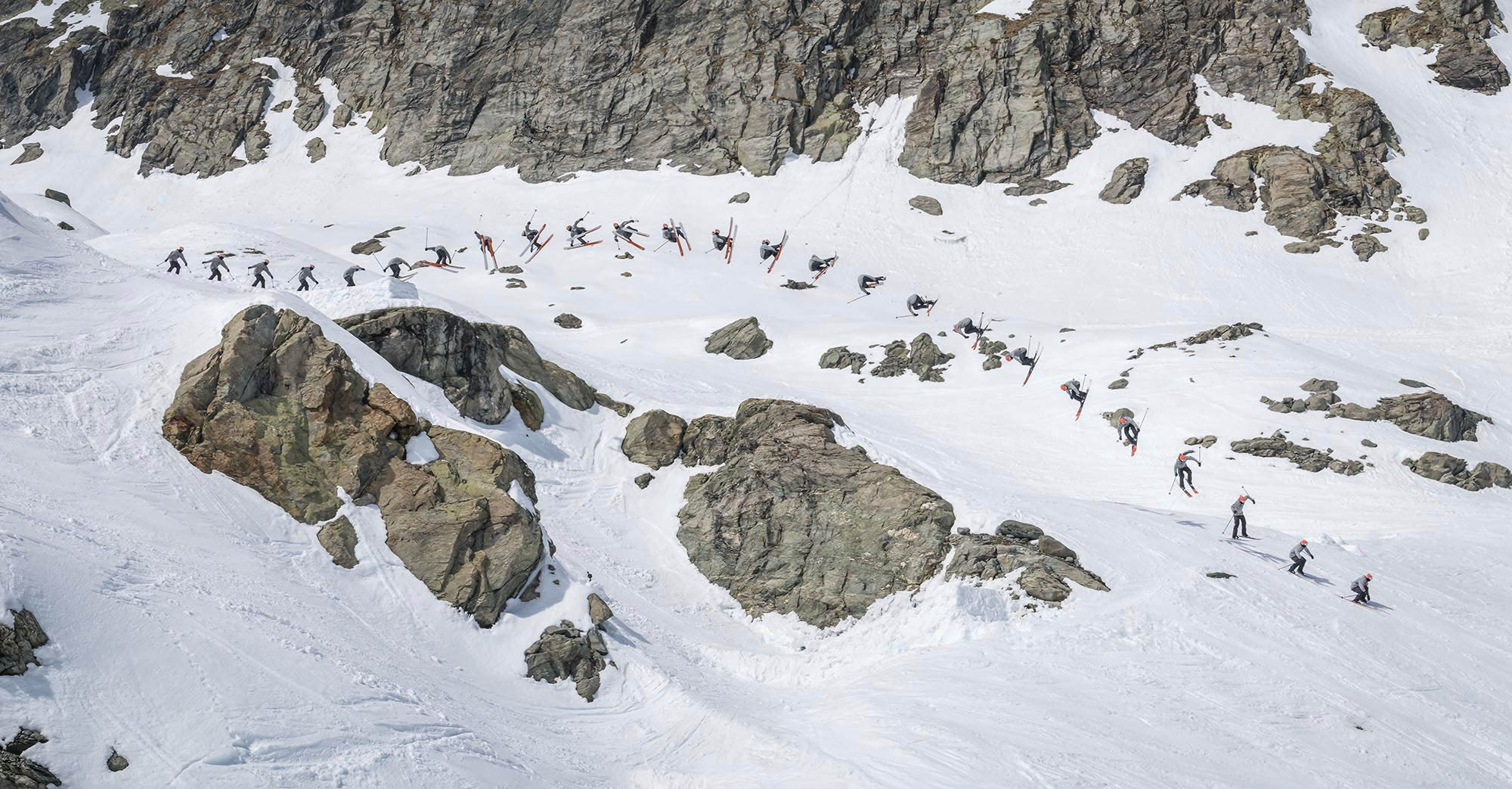 Tim McChesney zimmert an diesem Kicker einen massiven Cork 7 Japan in das Backcountry - Foto: Tristan Shu