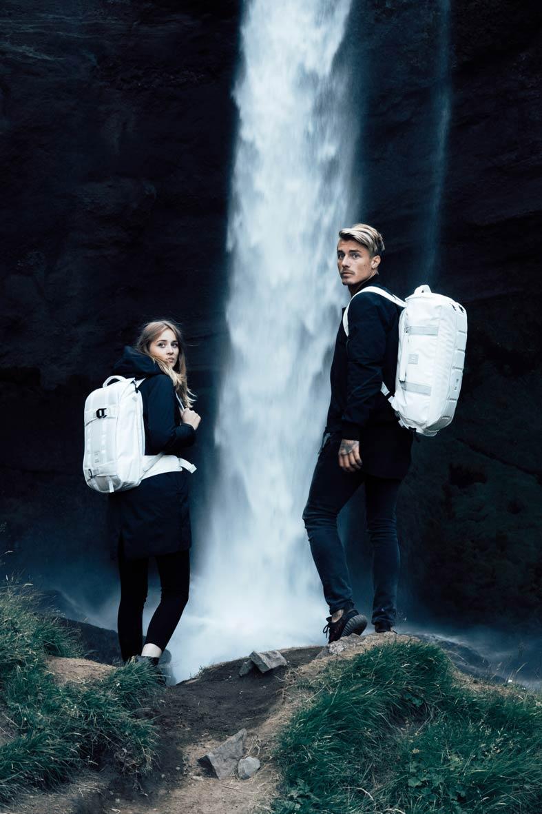 Die neuen Douchebags Taschen/Rucksäcke im Einsatz: Links der Explorer, rechts der Carryall