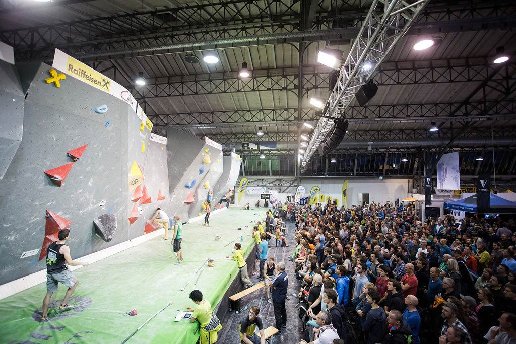 Auf der Alpinmesse Innsbruck kann man auch aktiv werden, wie zum Beispiel an der Kletterwand - Foto: Simon Rainer