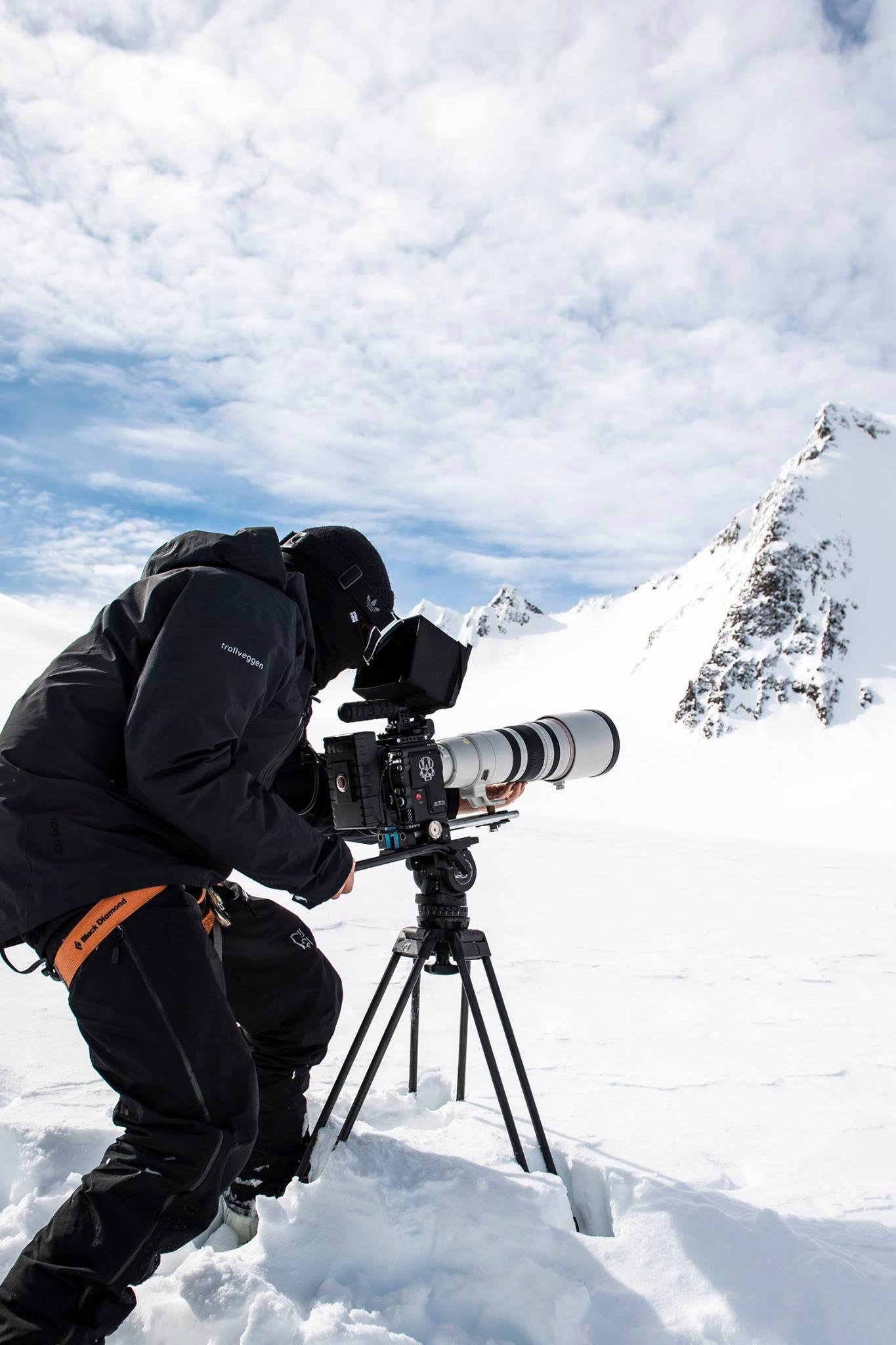 Filmer Michael Haunschmidt mit dem für Alaska Big Mountain Lines notwendigen Equipment - Foto: Pally Learmond