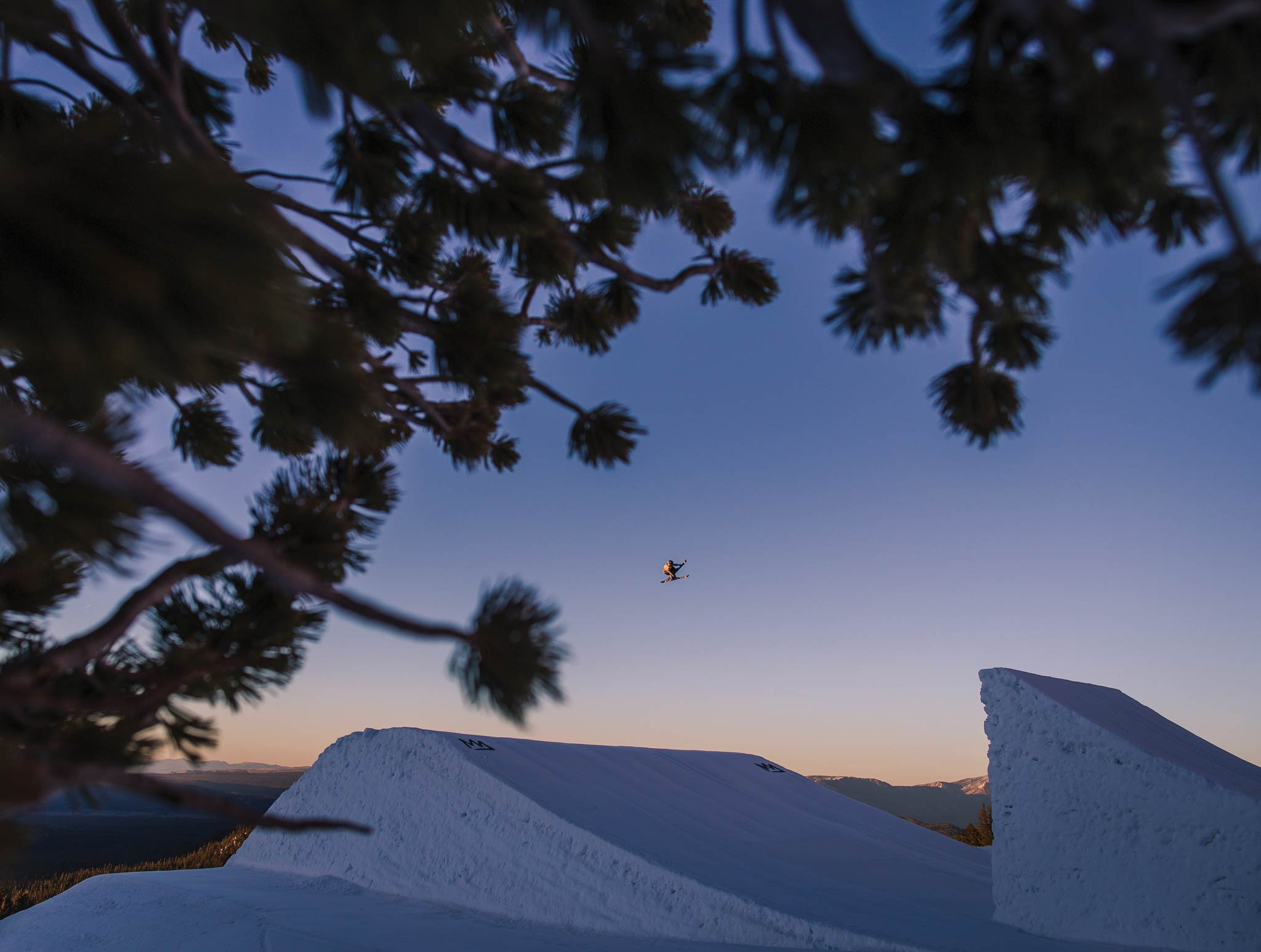 Next Level Booter beim Park-Shooting in Mammoth - Rider: Ethan Swadburg - Foto: Level 1