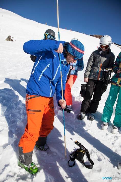 in Gruppen von maximal 7 Personen geht es bei den Snowhow Workshops ins Gelände. Dort werden die Grundlagen erklärt und praktische Erfahrung gesammelt - Foto: Klaus Kranebitter