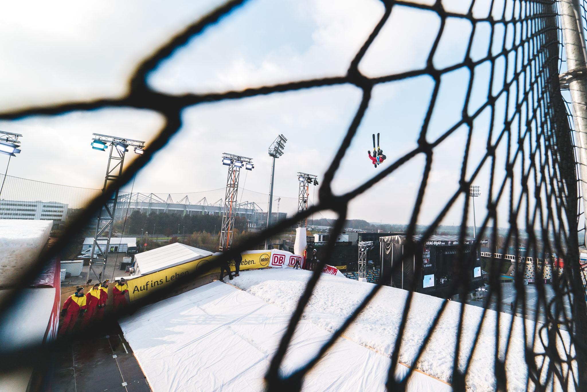 Es gab nichts zu meckern über den Kicker oder den Schnee beim Big Air Weltcup in Mönchengladbach - Rider: Jakob Gessner