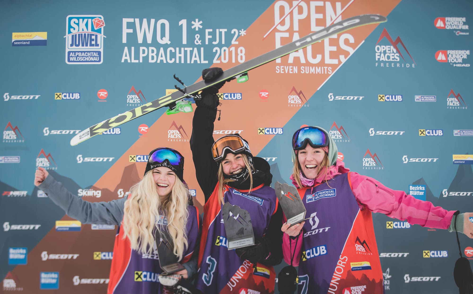 Die Top 3 Frauen beim Open Faces Freeride Contests in Alpbach (FQT): Vicky Candlin (AUT), Jill Frey (GER), Christiane Freimann (AUT) - Foto: Open Faces / Mia Knoll