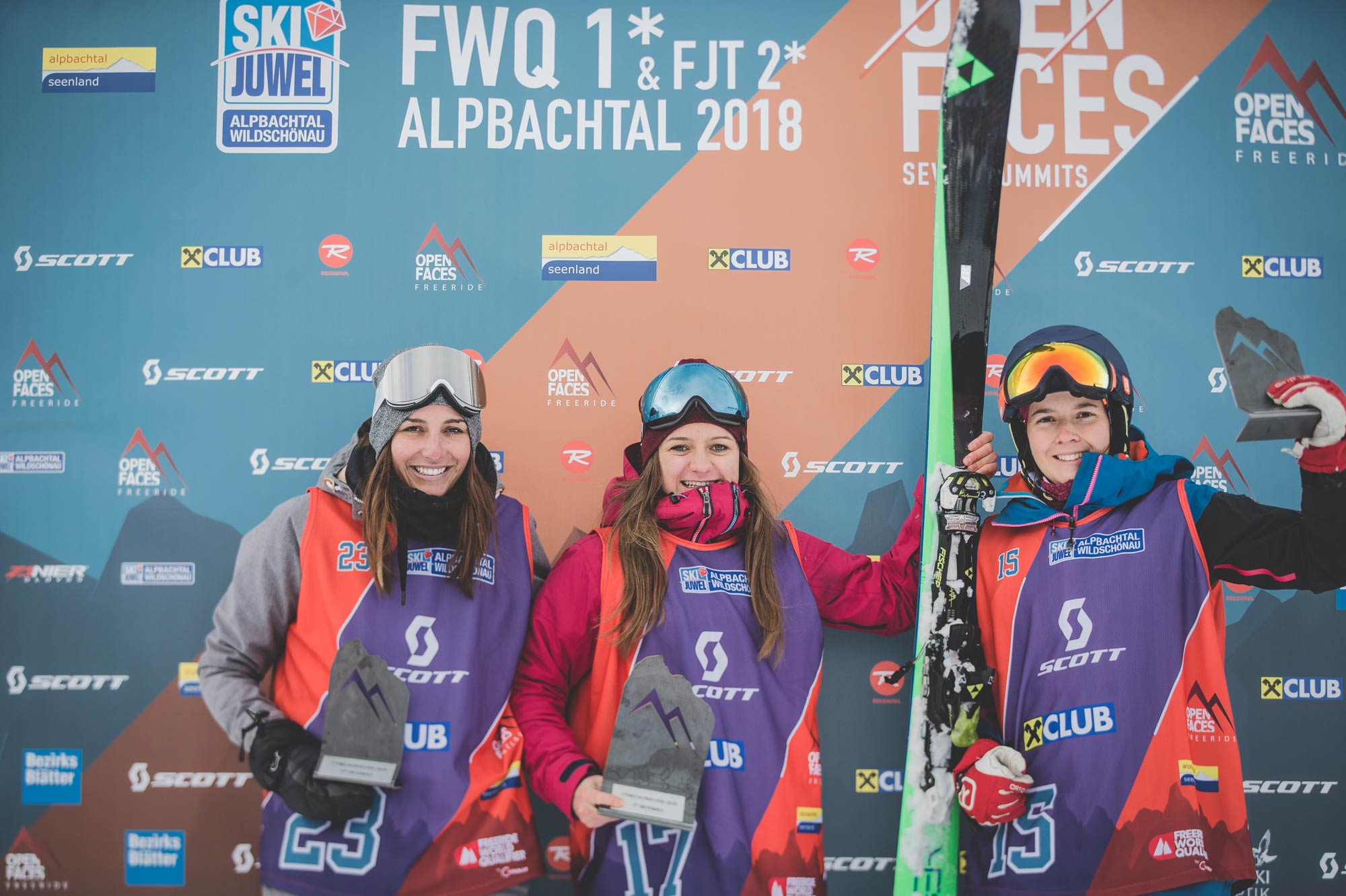 Die Top 3 Frauen beim Open Faces Freeride Contests in Alpbach (FWQ): Nina Keysberg (GER), Lisa-Maria Ulz (AUT) und Elisabeth Auer (AUT) - Foto: Open Faces / Mia Knoll
