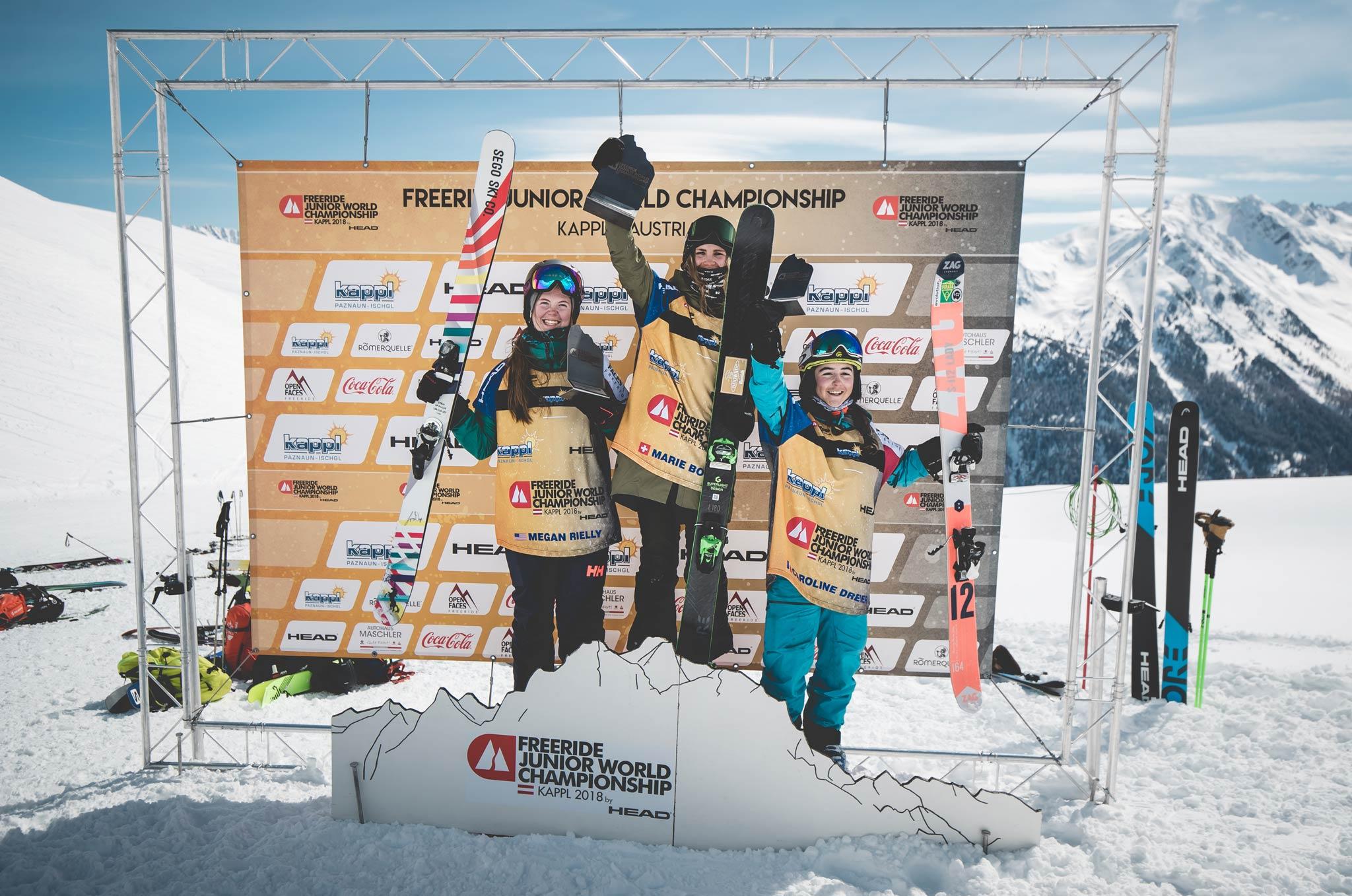 Die drei besten Frauen bei den Freeride Junior World Championship 2018: Megan Rielly, Marie Bovard und Caroline Dreier - Foto: Open Faces / Mia Knoll