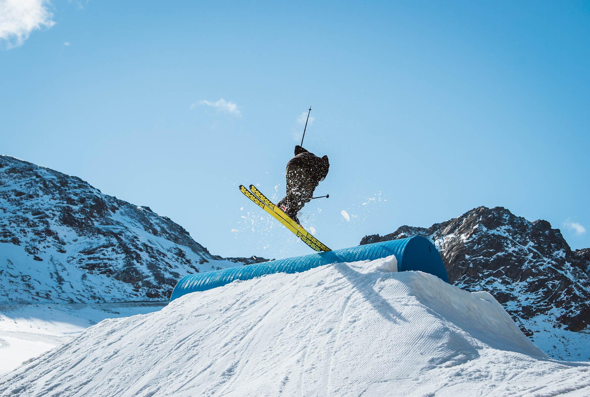 Die Shape-Crew des Snowpark Kaunertal hat erneut ein sehr abwechslungsreiches Setup auf dem Tiroler Gletscher aufgebaut - Rider: Torge Nagel
