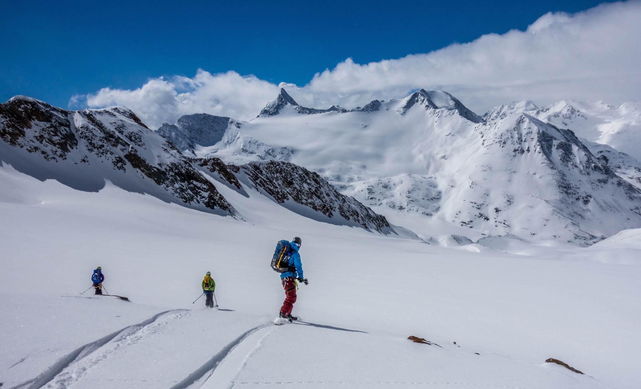 Neben theoretischen Kenntnissen wird man natürlich auch praktische Erfahrung am Berg sammeln - Foto: Heli Düringer