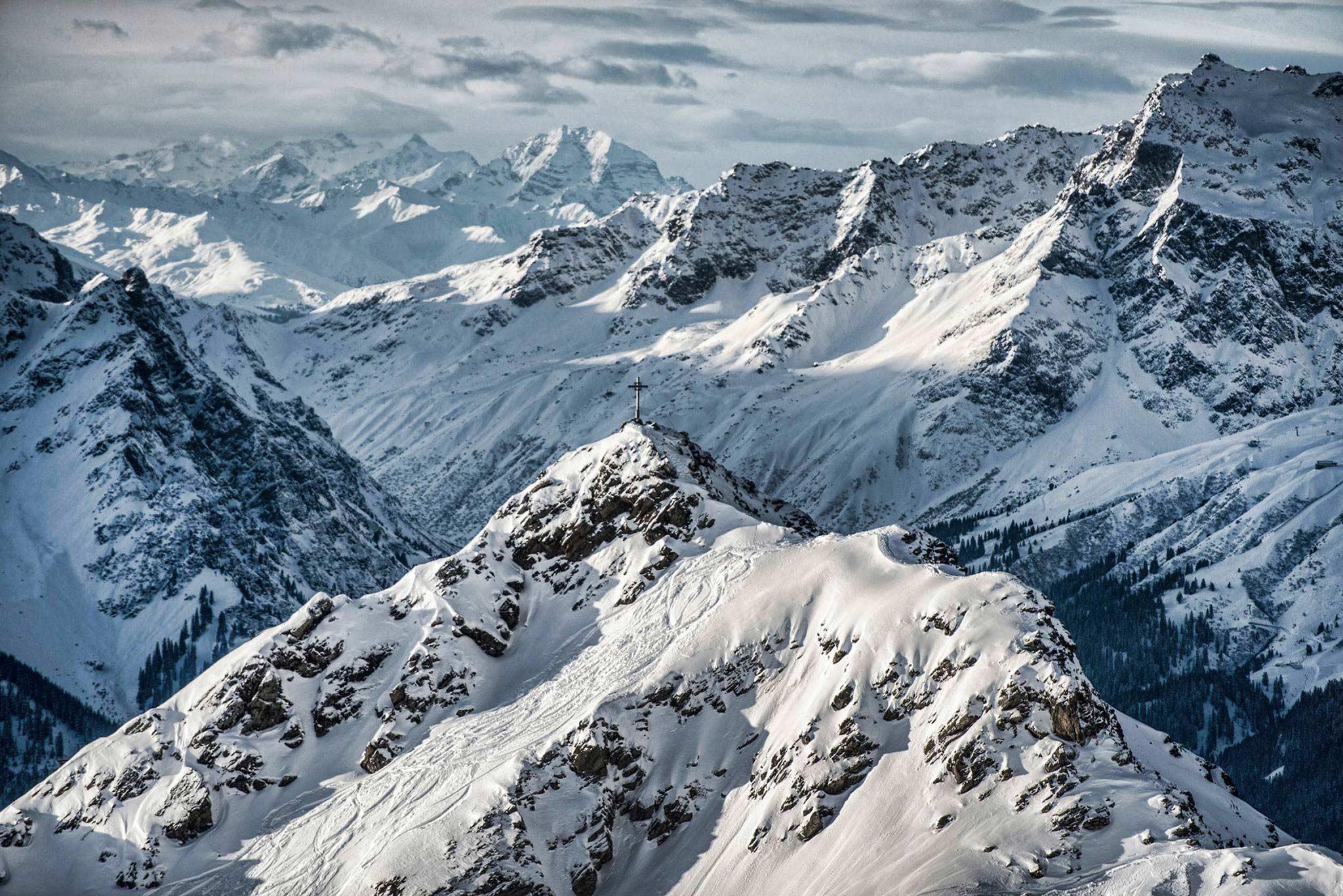 Von den insgesamt 140 Kilometern Piste in Silvretta Montafon liegt die Hälfte auf über 2.000 Höhenmetern - Foto: Daniel Hug