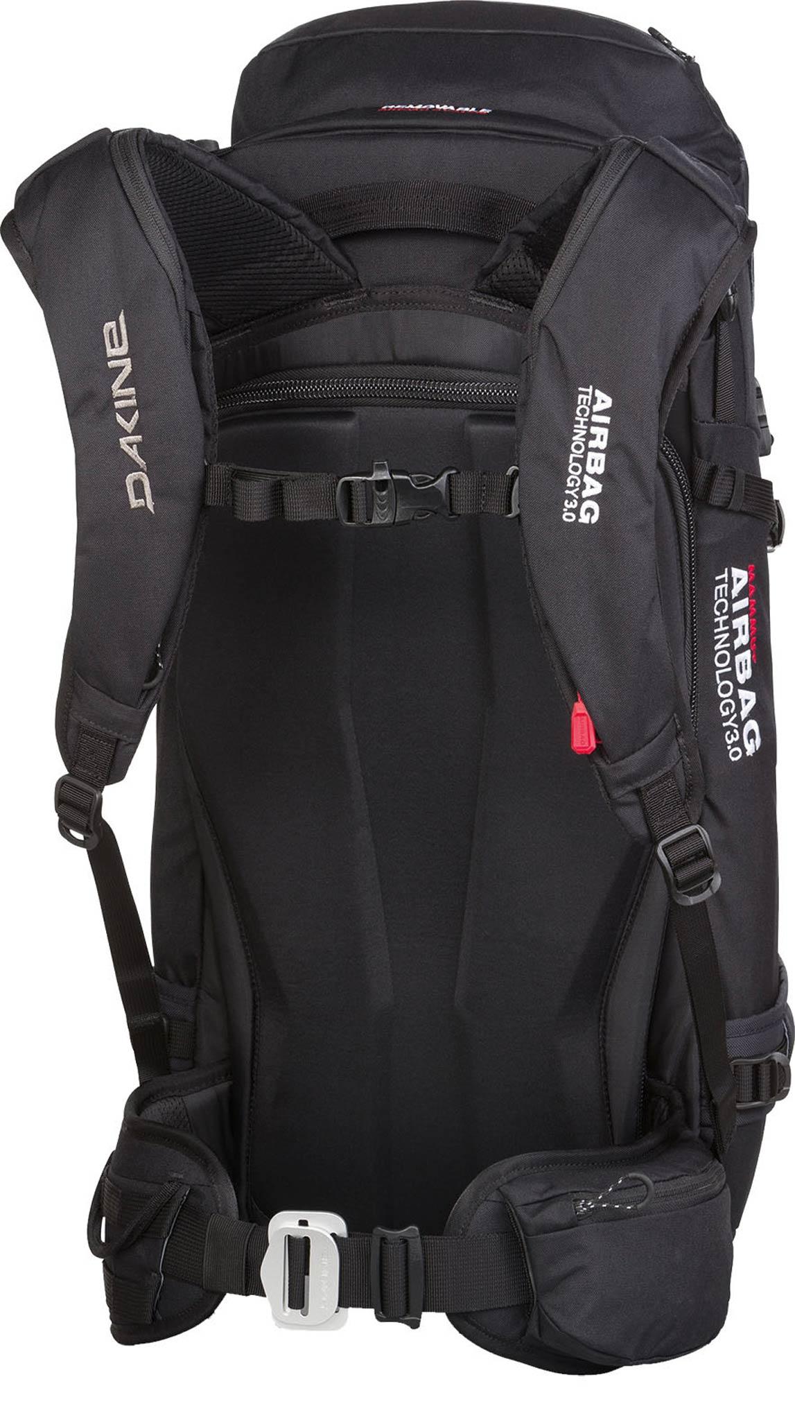 Dakine: Poacher R.A.S. 42 L 18/19: In der großen Deckeltasche findet sich viel Platz für alles, was schnell oder immer wie der benötigt wird, für die Taschen der Outerwear aber zu sperrig ist.