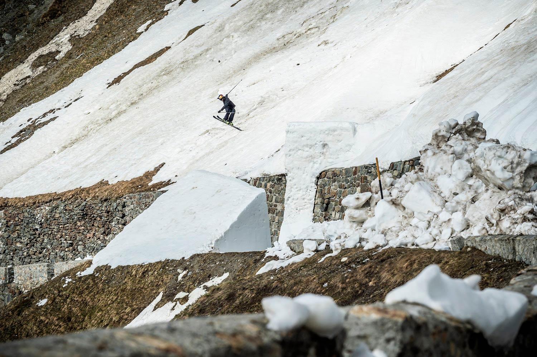 1 Run, 2 Rider, 12 Road Gaps – Stilfser Joch Top-to-Bottom Run mit Bene Mayr und Markus Eder