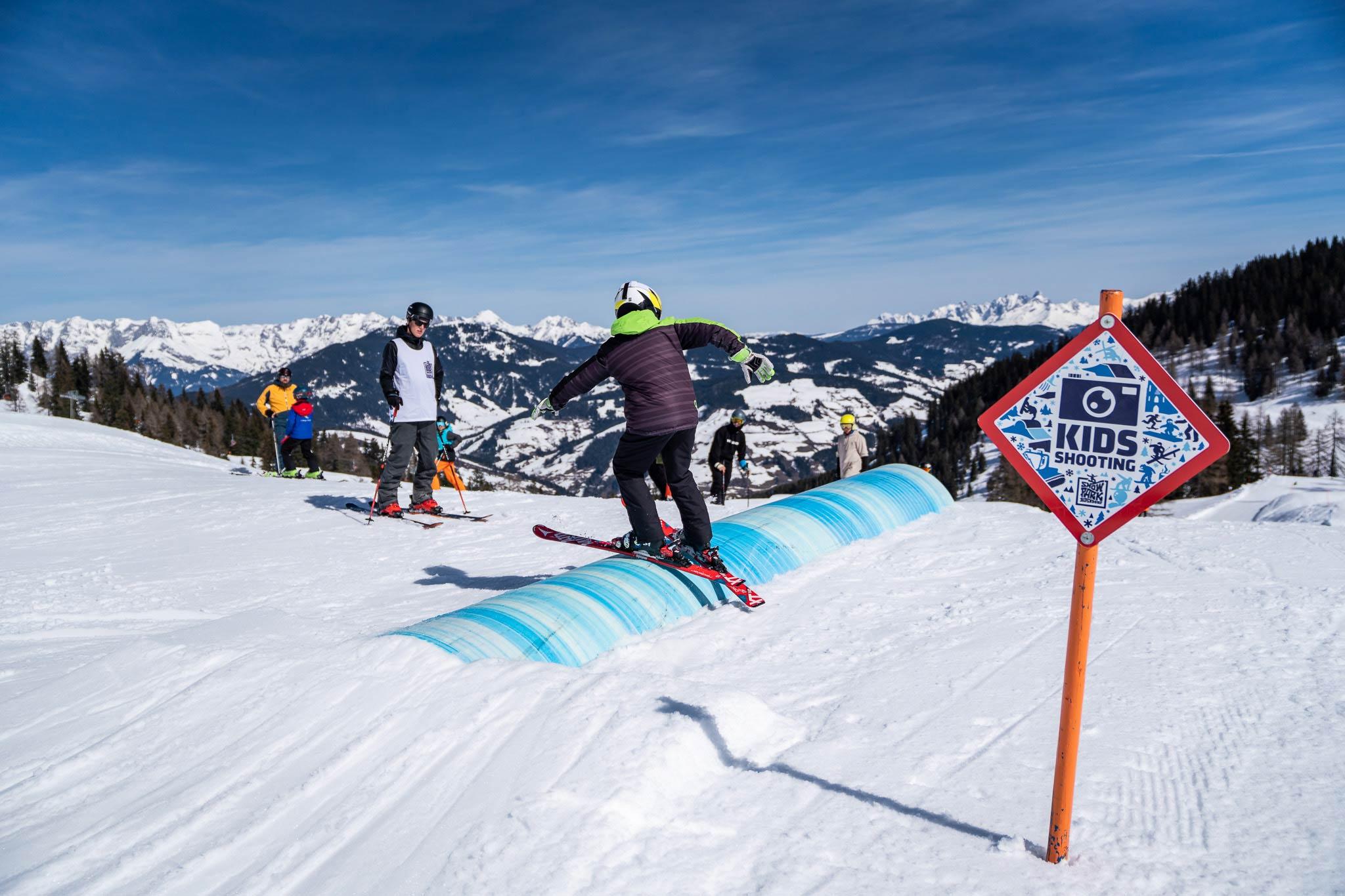Mit professioneller Unterstützung wurde an Tricks und Moves im Snowpark gefeilt - Foto: Gert Perauer