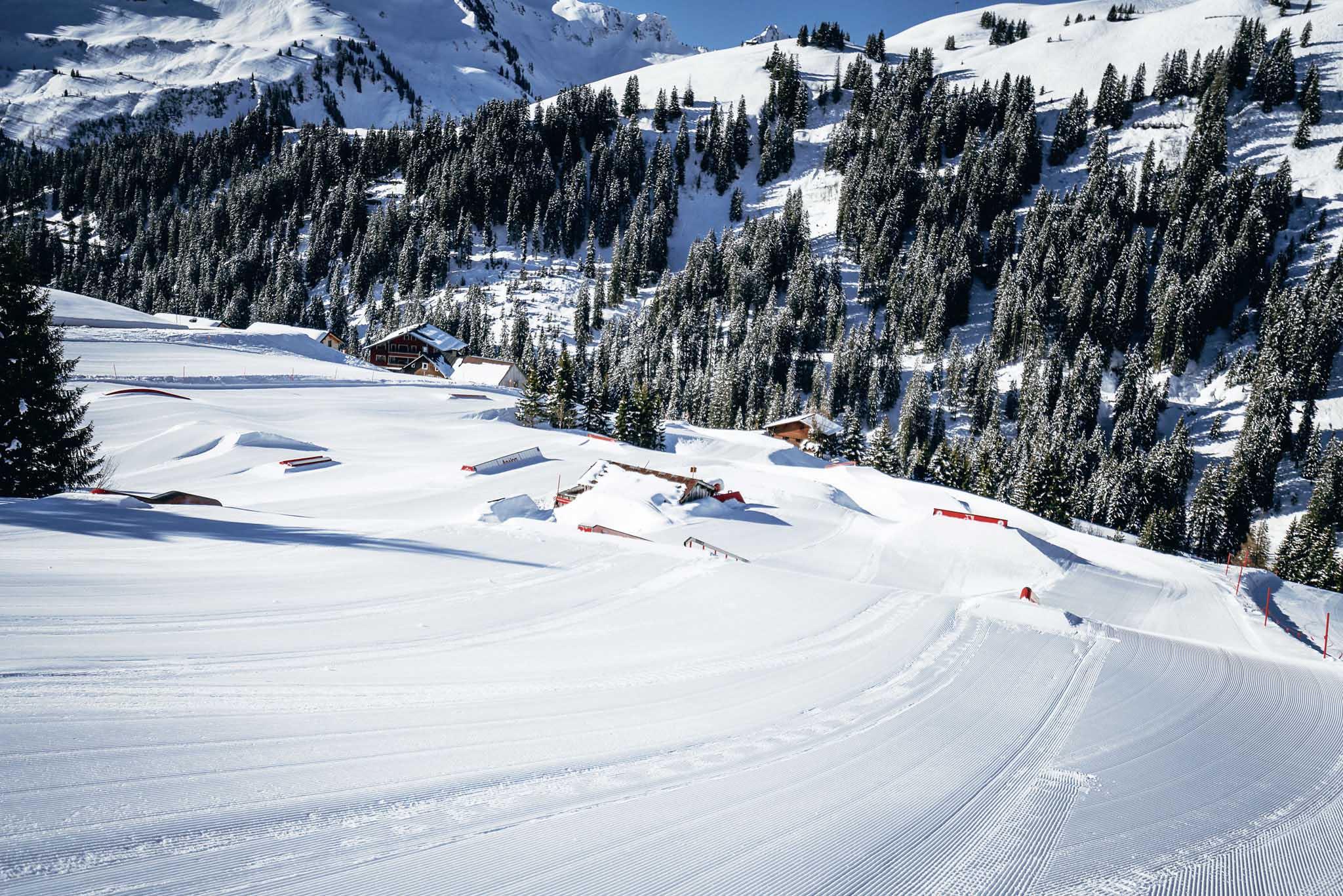 Der Snowpark in Damüls bietet verschiedene Areale mit einer großen Auswahl an Obstacles.
