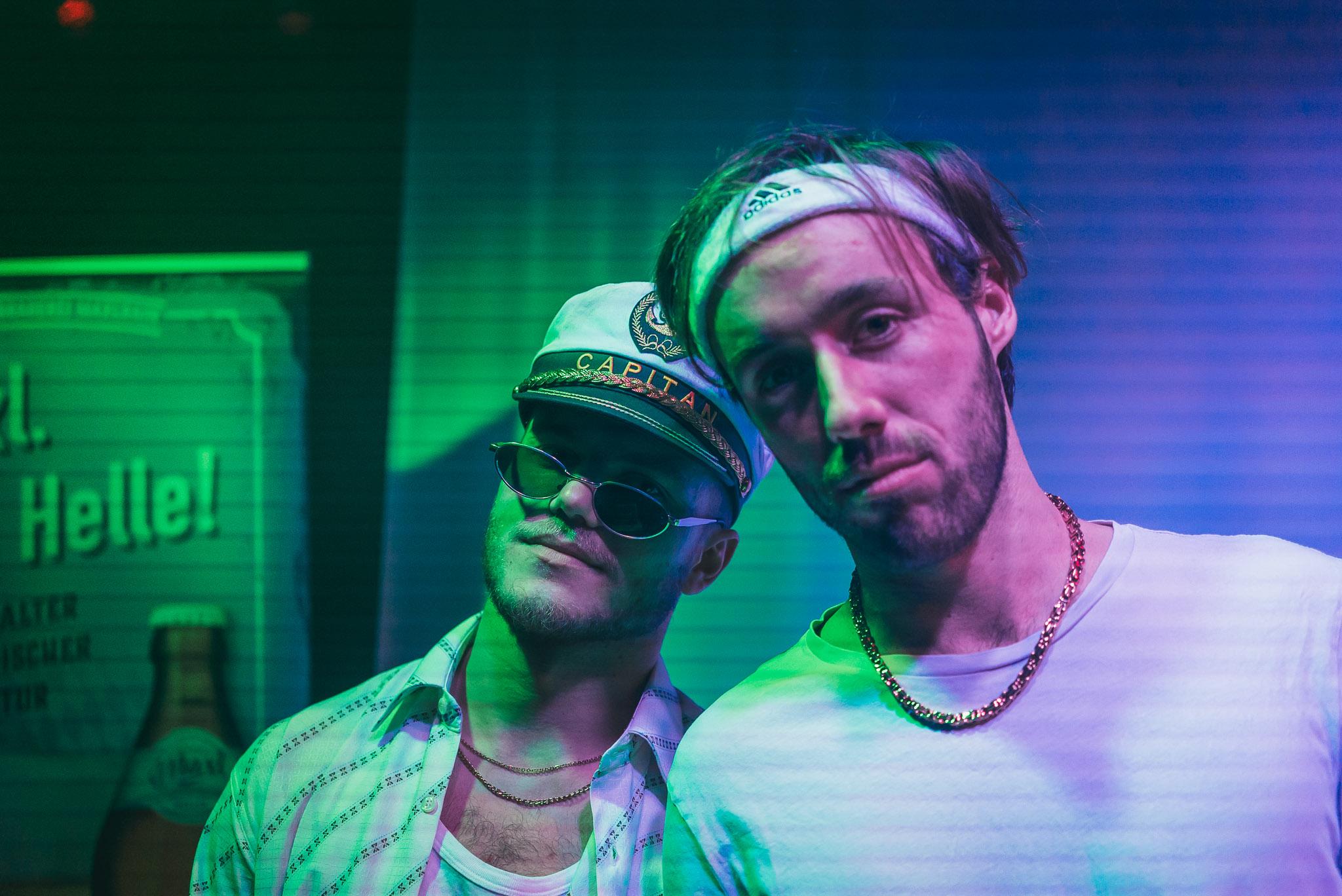 Das spektakuläre DJ Duo, das nach dem Film der Meute einheizte. Wir entschuldigen uns für die schlechte Bildqualität, hatten selber schon ein paar Maxlrainer intus ¯\_(ツ)_/¯.