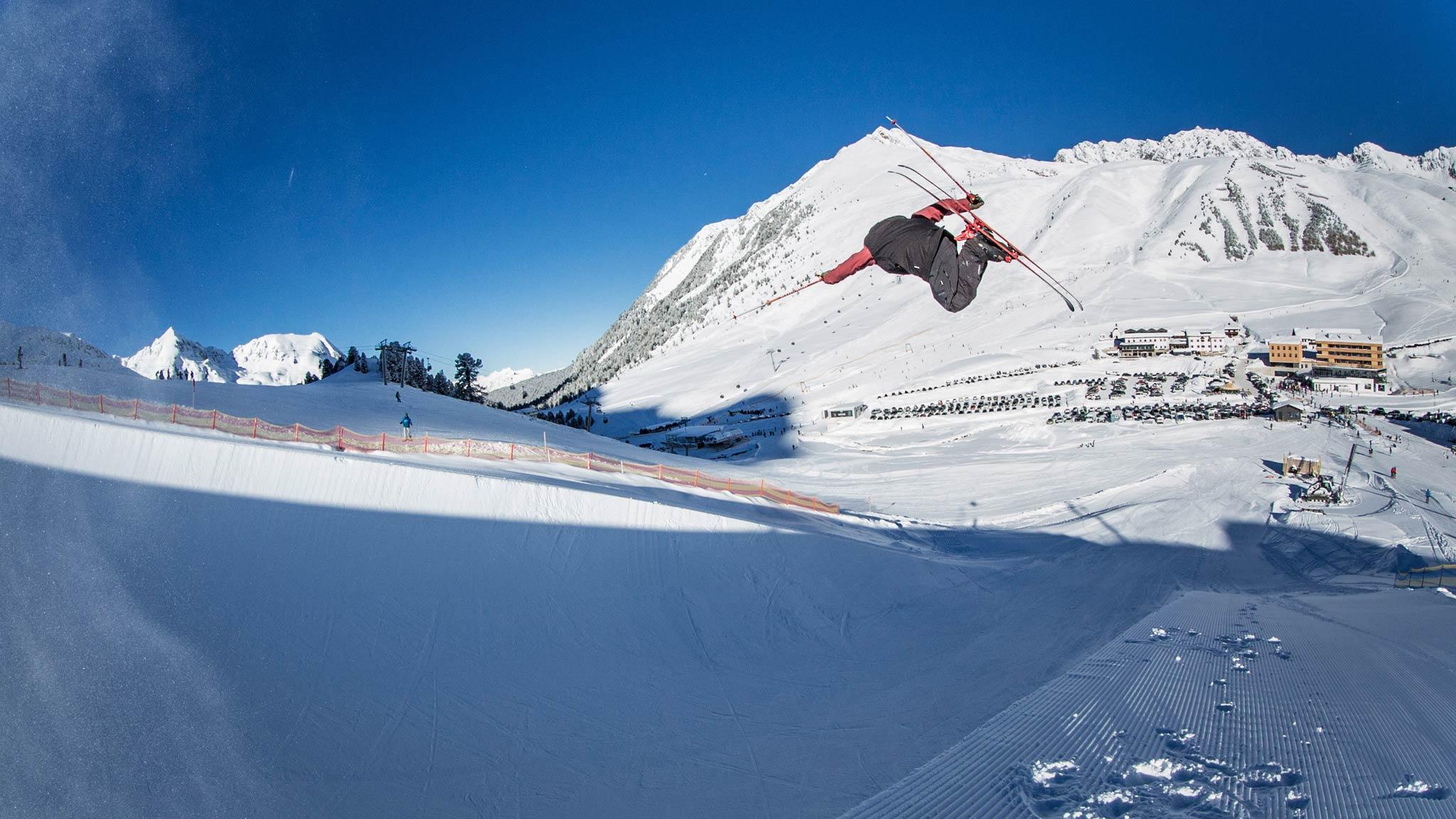 Neben einer guten Erreichbarkeit von Innsbruck aus, punktet das Skigebiet Kühtai mit einem großen Freestyle-Angebot, kostenlosen Parkplätzen und vielen weiteren Highlights. - Foto: © GOT IT!/Joe Mann